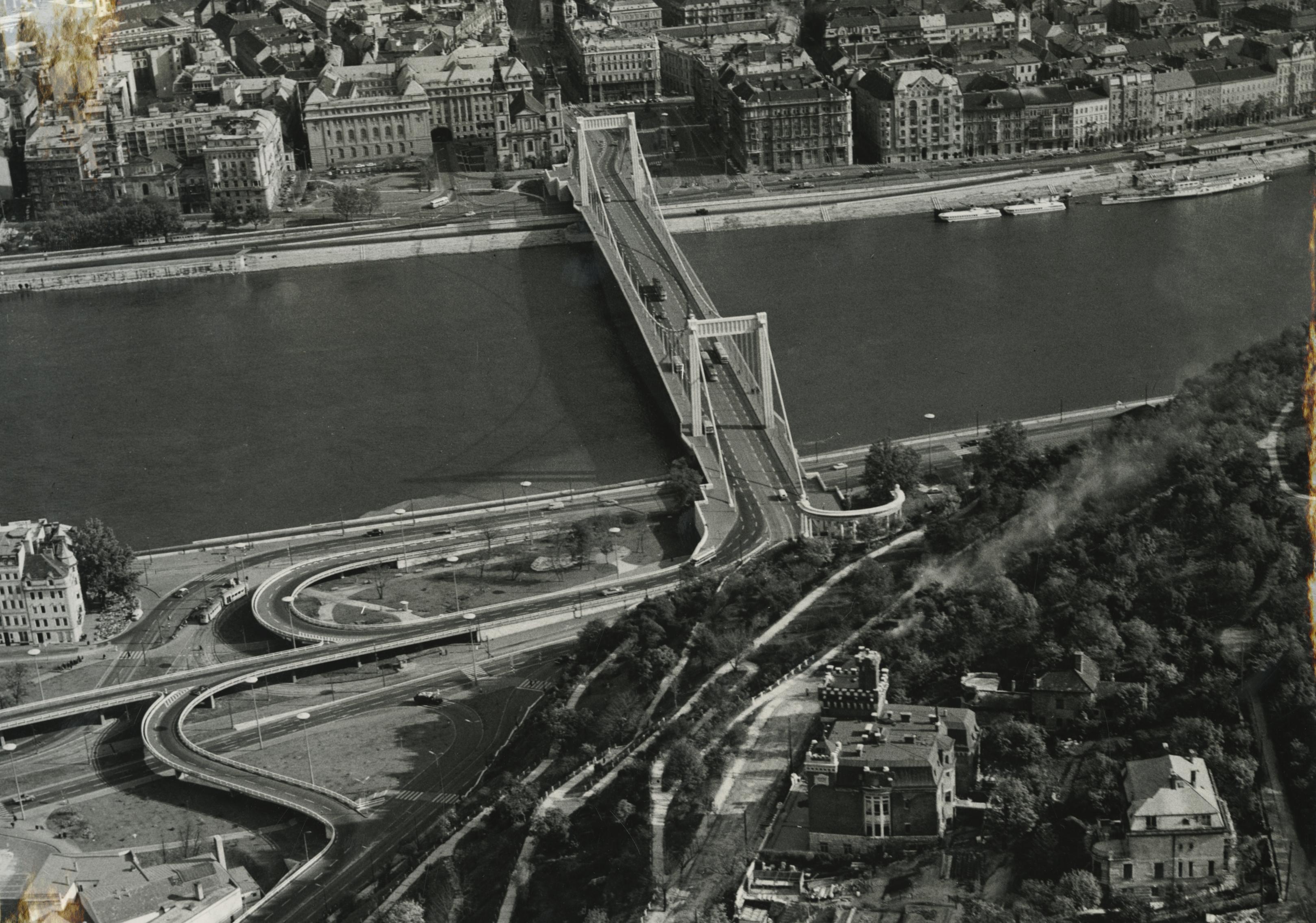 Az Erzsébet híd és környéke madártávlatból