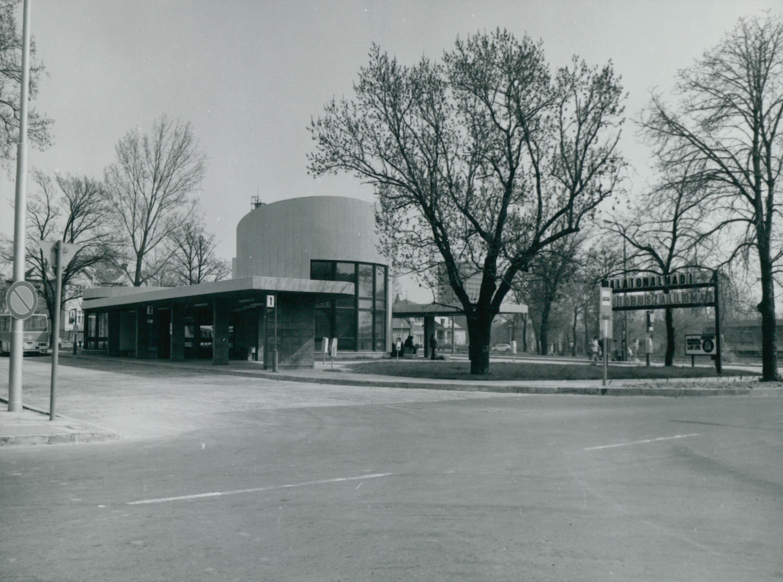 A balatonalmádi autóbusz-pályaudvar épülete