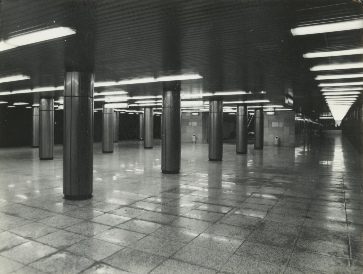 Az egykori Felszabadulás tér (ma Ferenciek tere) peronja