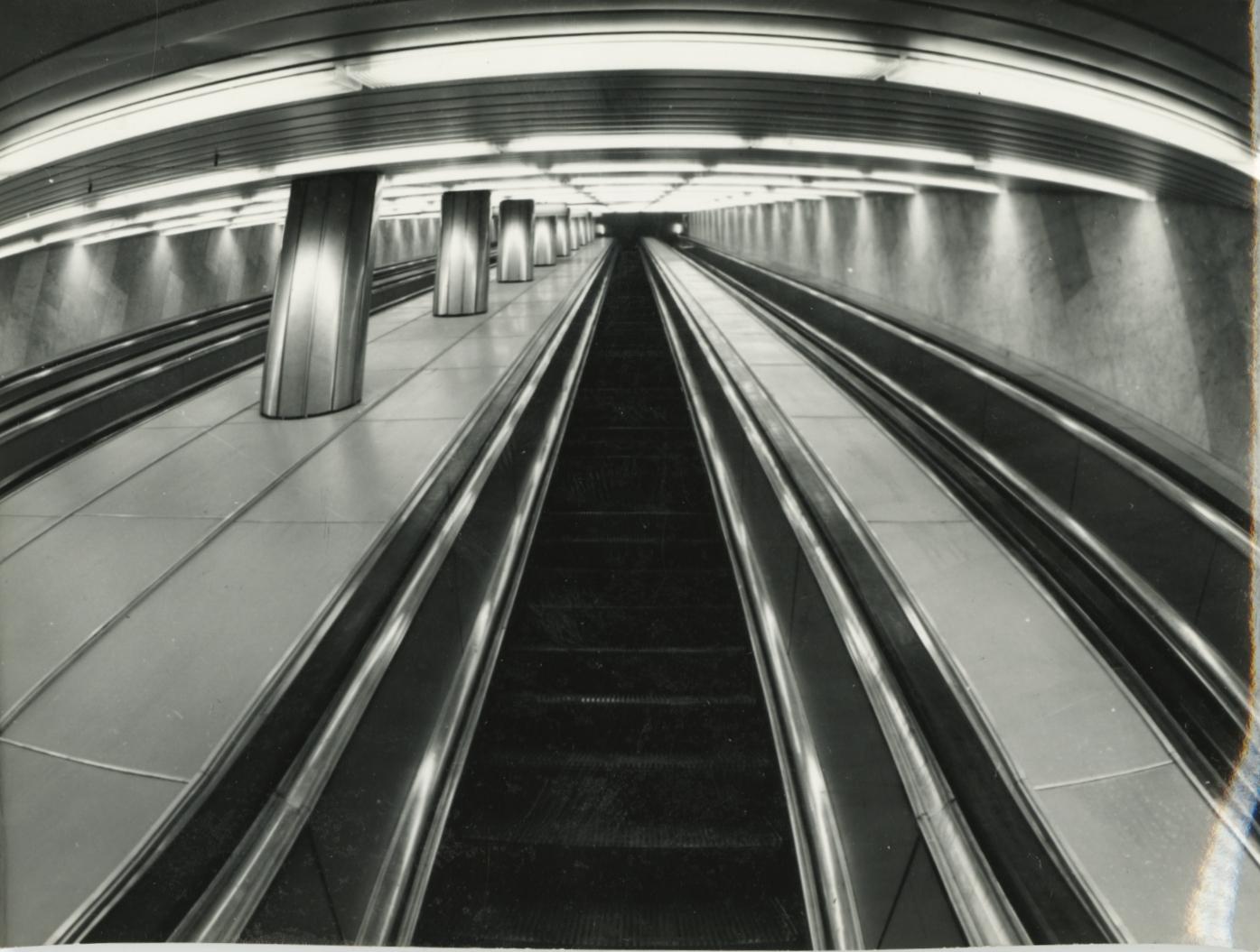 A Kálvin téri metróállomás mozgólépcsője