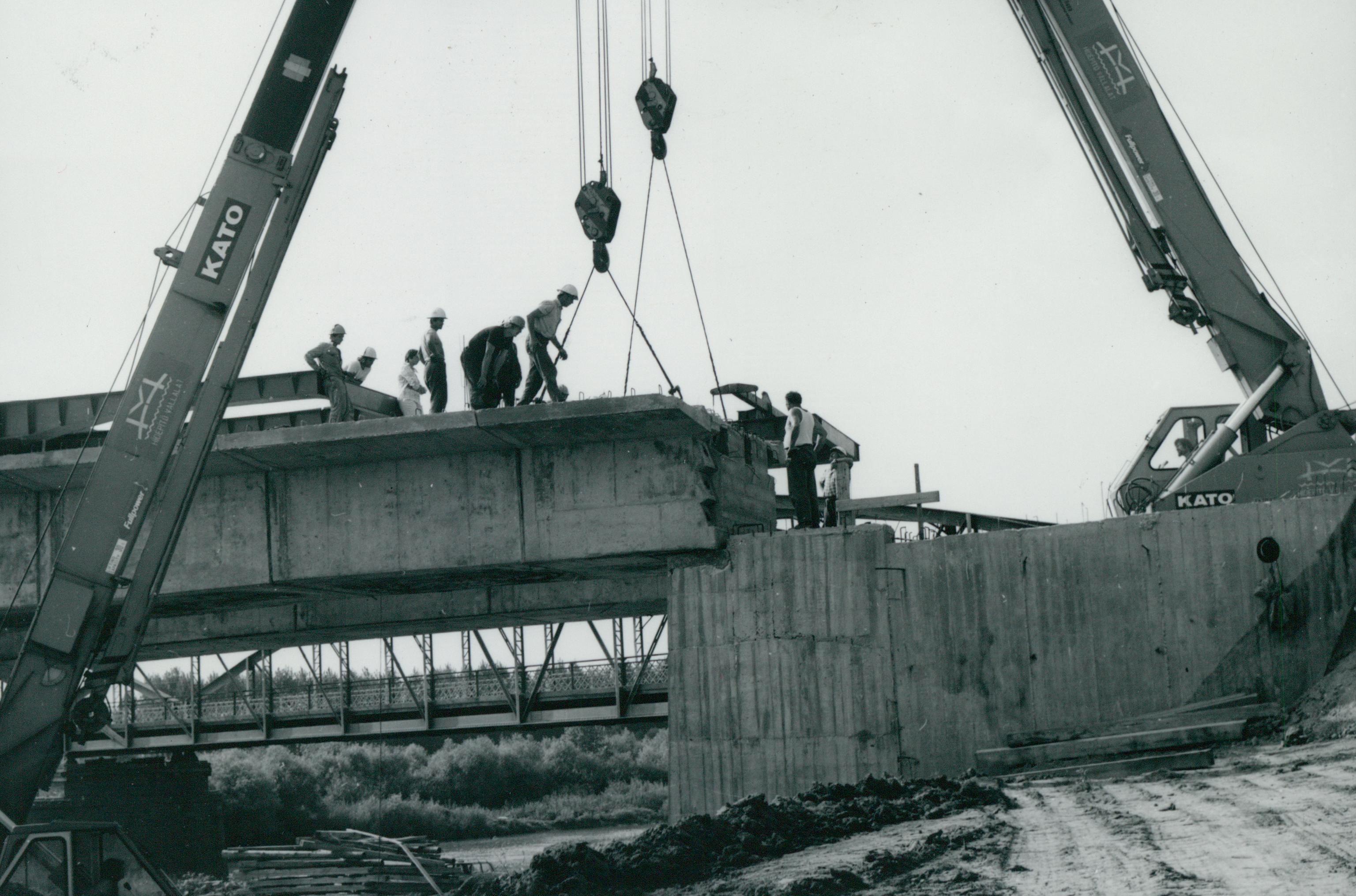 A köröstarcsai Kettős-Körös-híd építése
