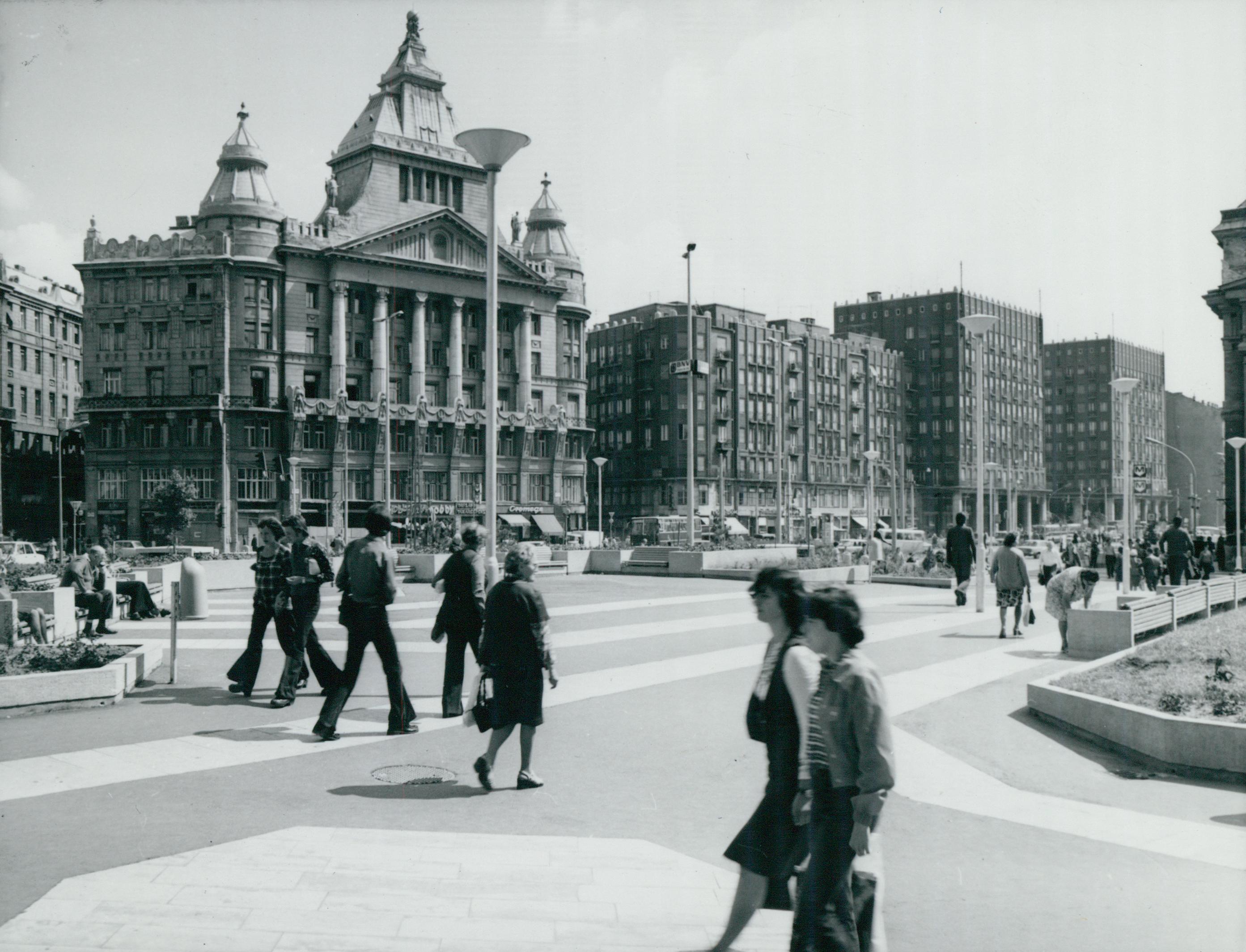 A Deák Ferenc tér az Anker-palotával és a Madách-házakkal
