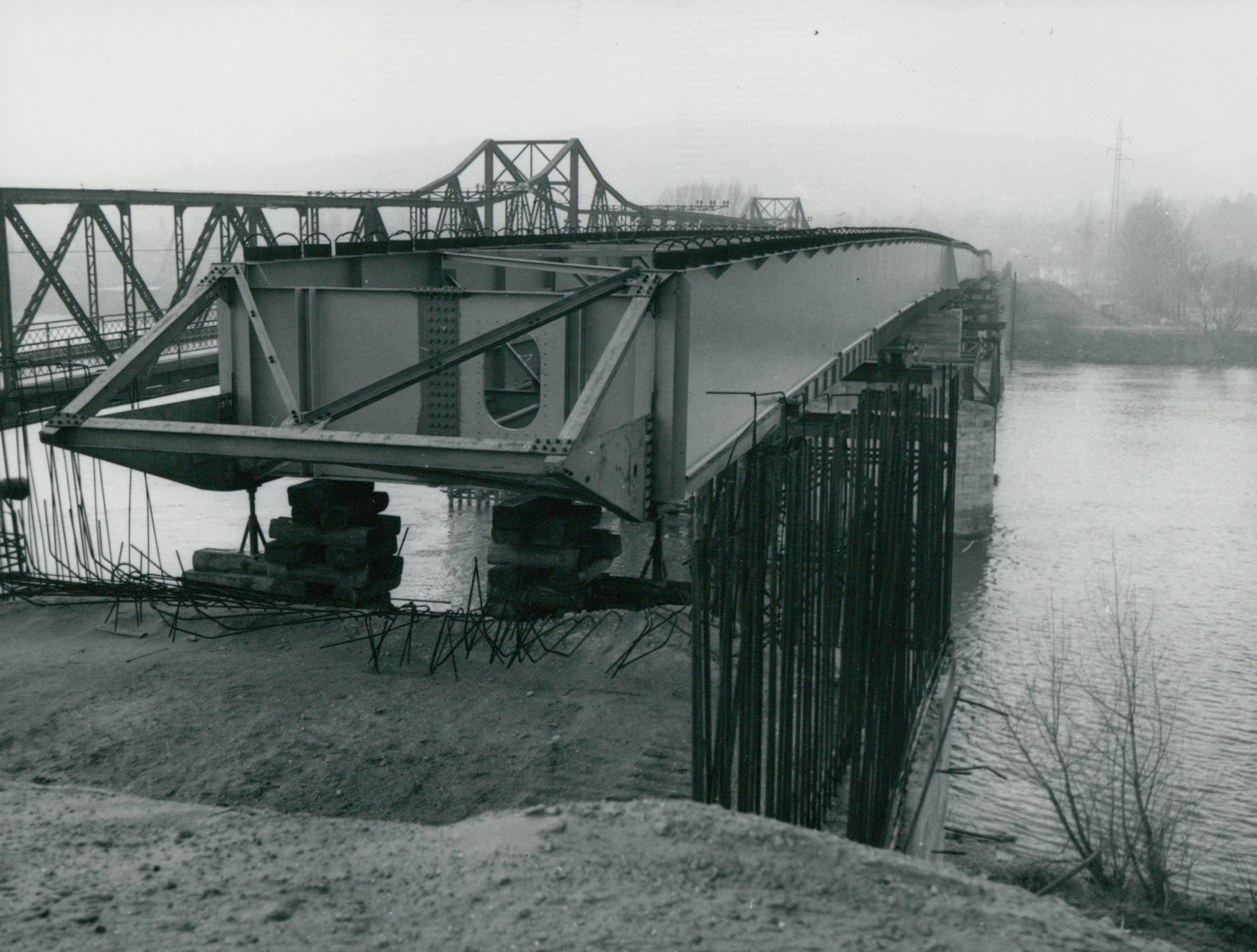 A tahitótfalui Tildy híd régi és új felszerkezete