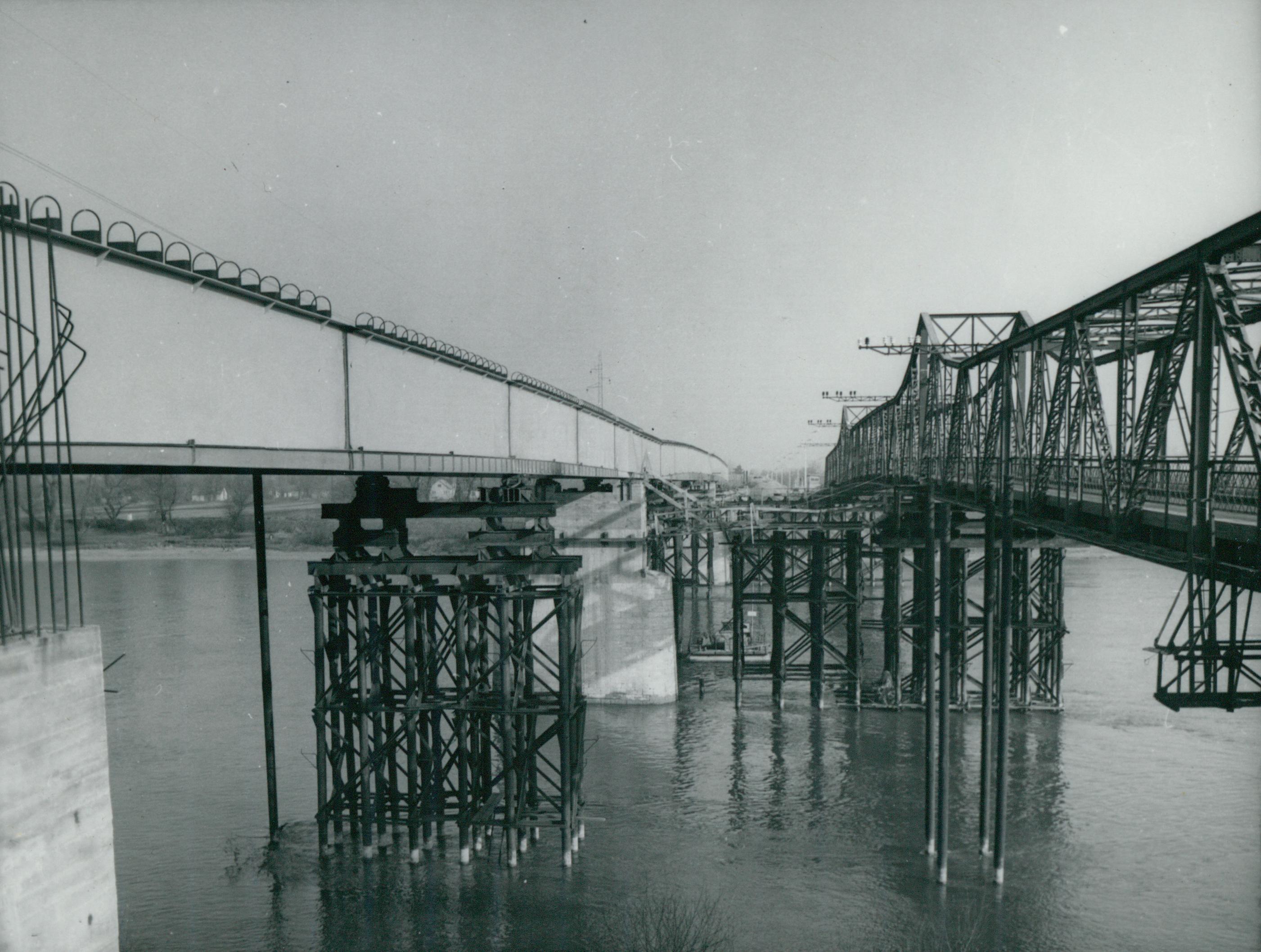 A tahitótfalui Tildy híd új és régi felszerkezete