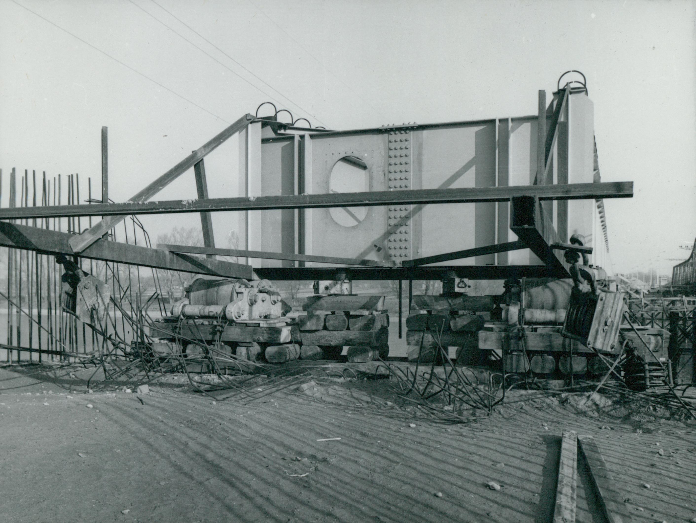 A tahitótfalui Tildy híd behúzott új acélszerkezete
