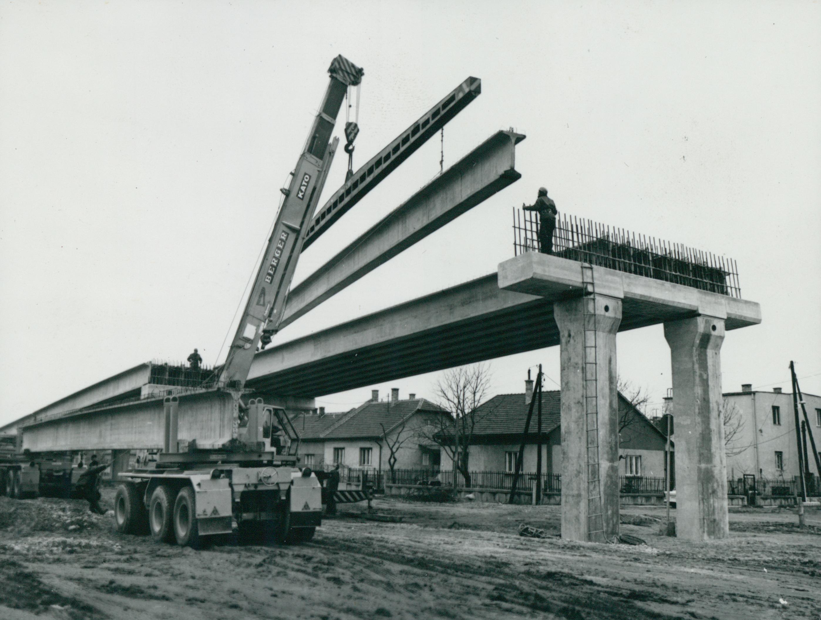 A Fogarasi úti felüljáró építése