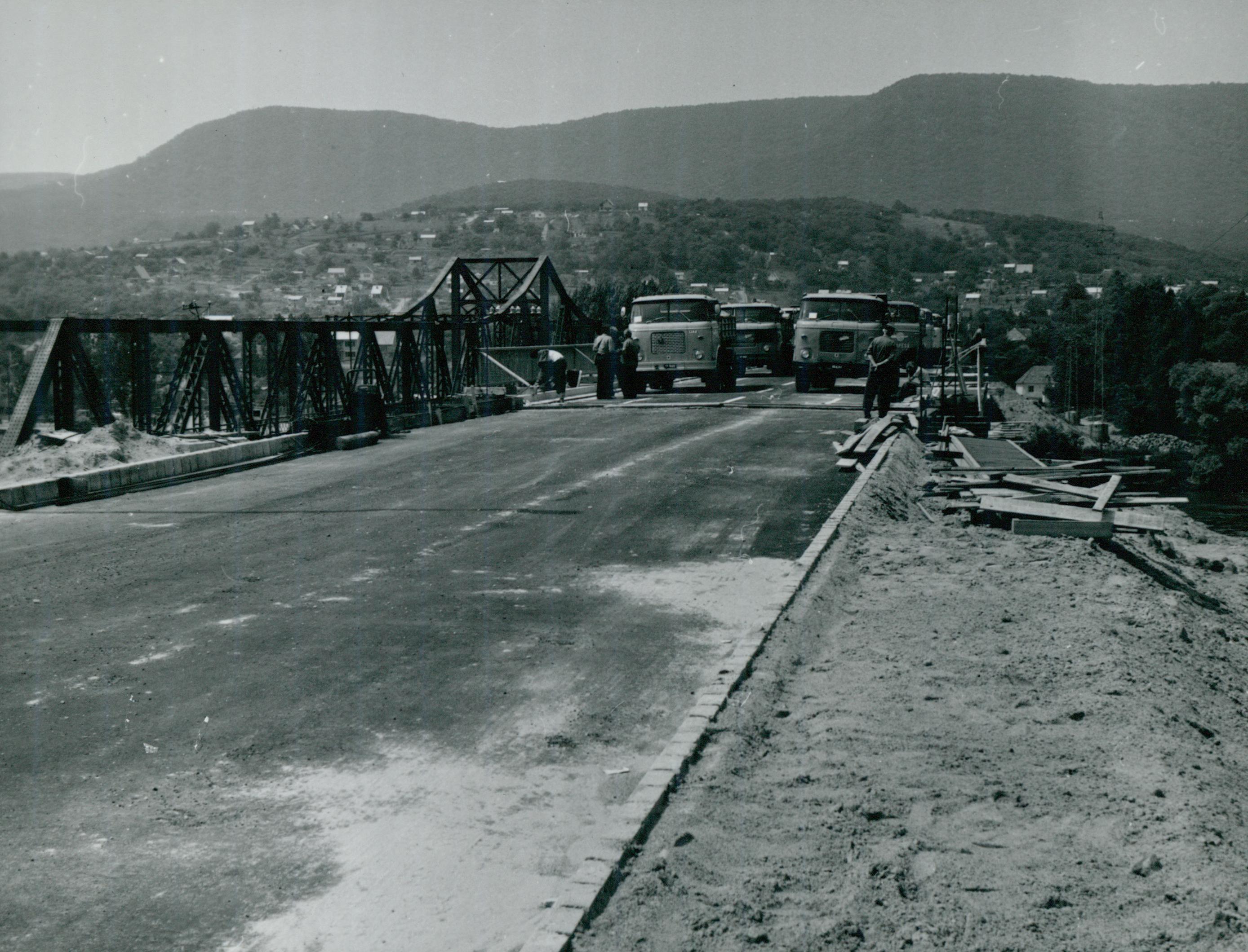 A tahitótfalui Tildy híd próbaterhelése