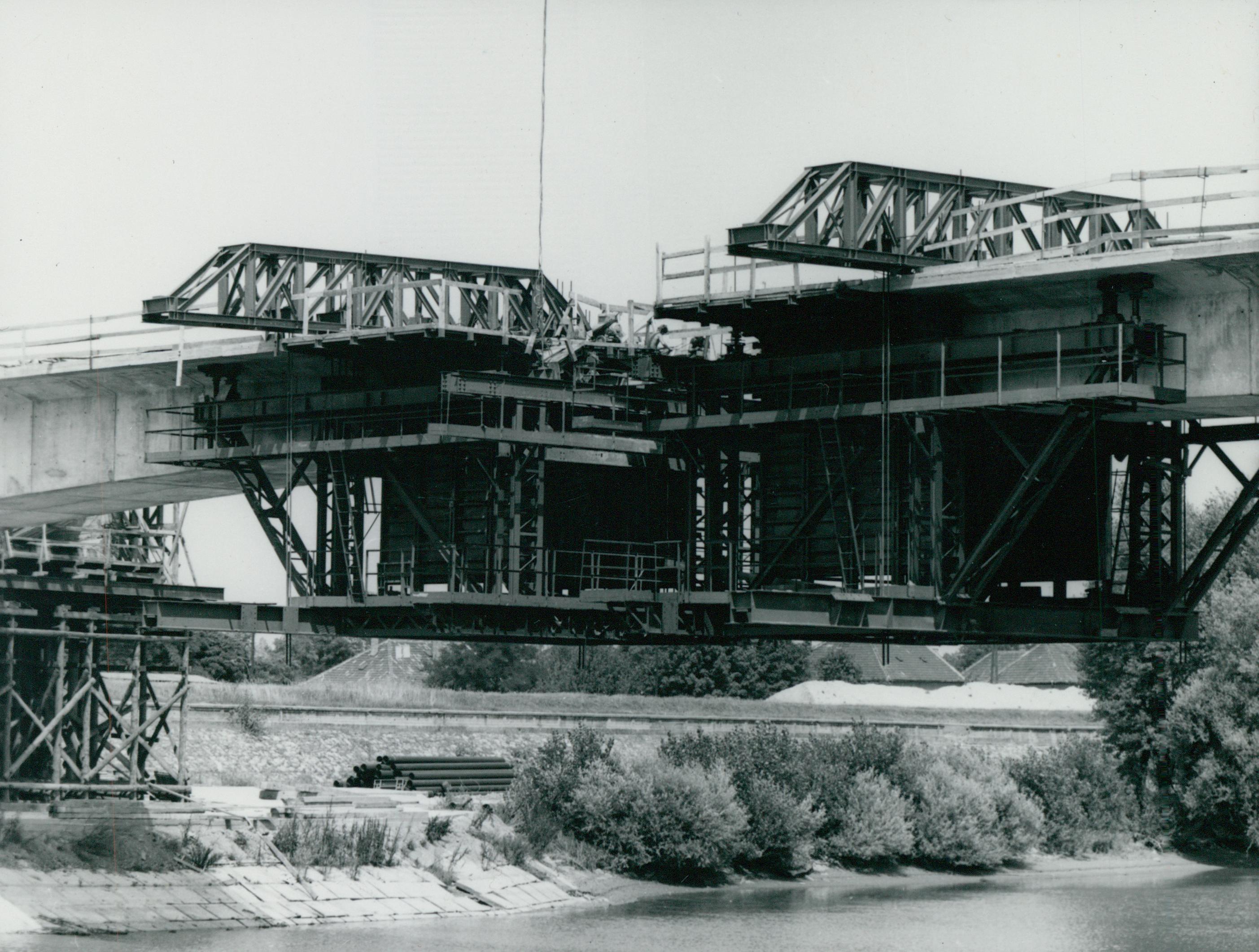 A győri Széchenyi híd építése