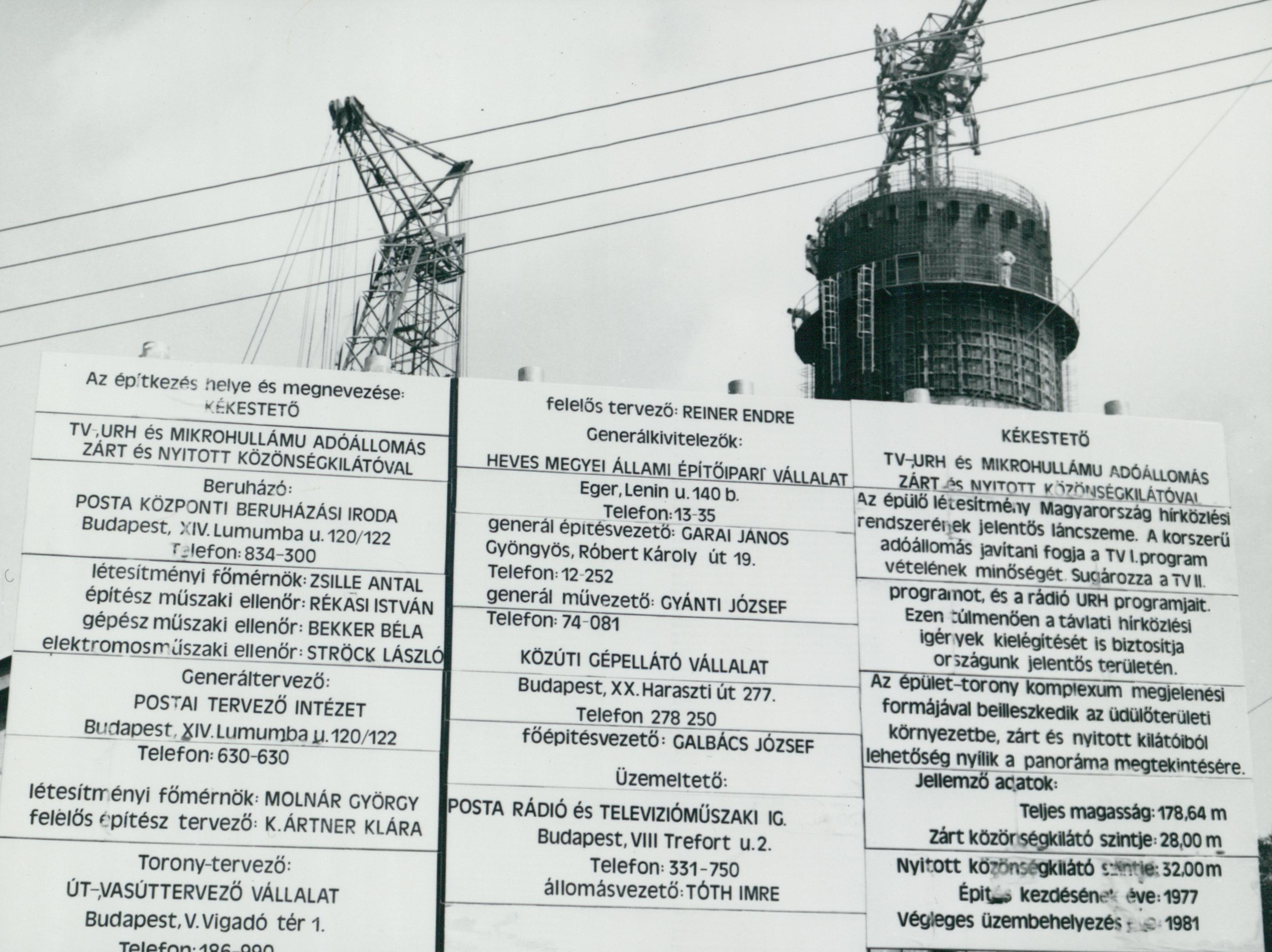 A kékesi tévétorony építésénél kihelyezett információs tábla