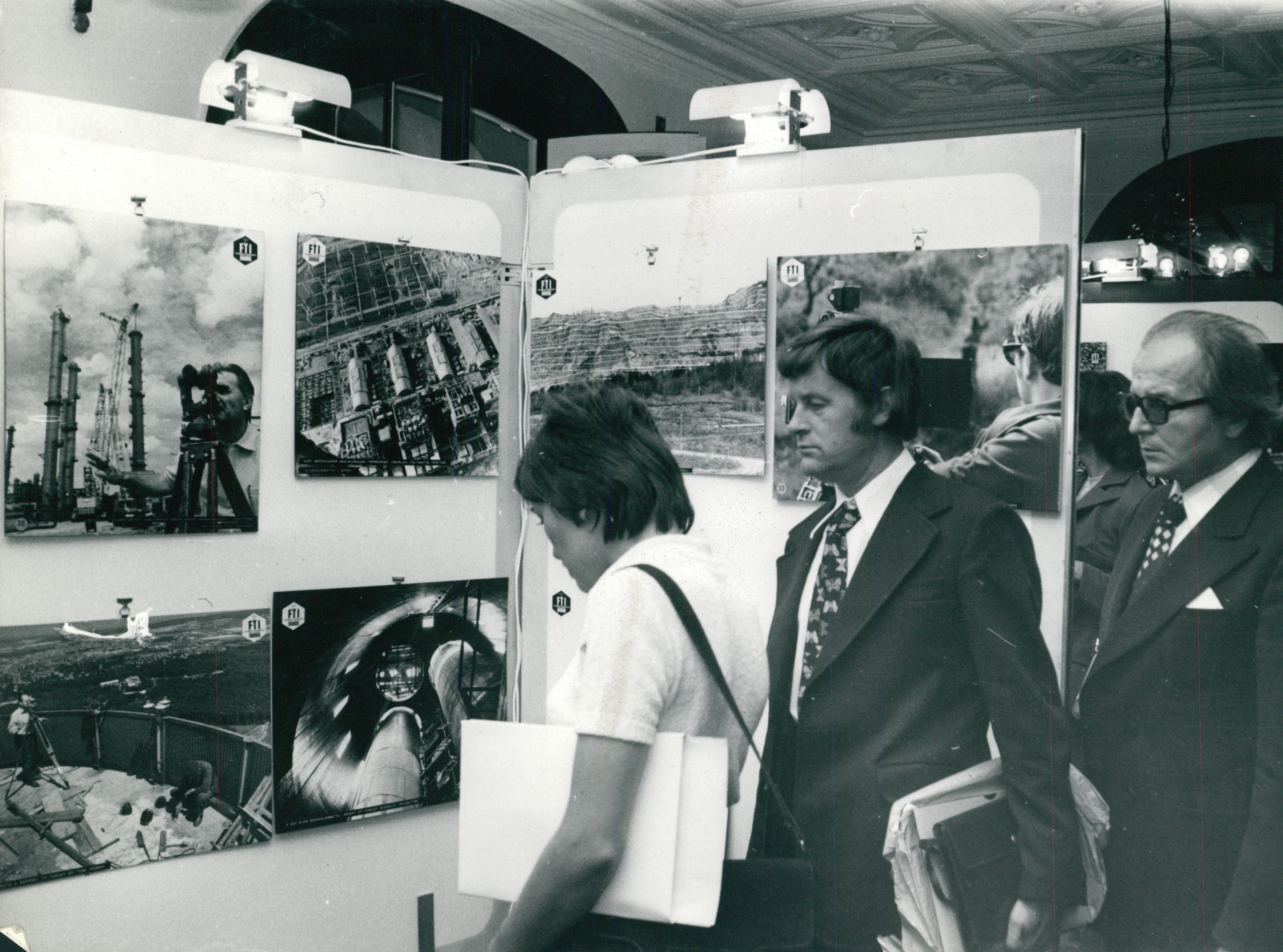 Nézelődők az FTV kiállítási standjánál