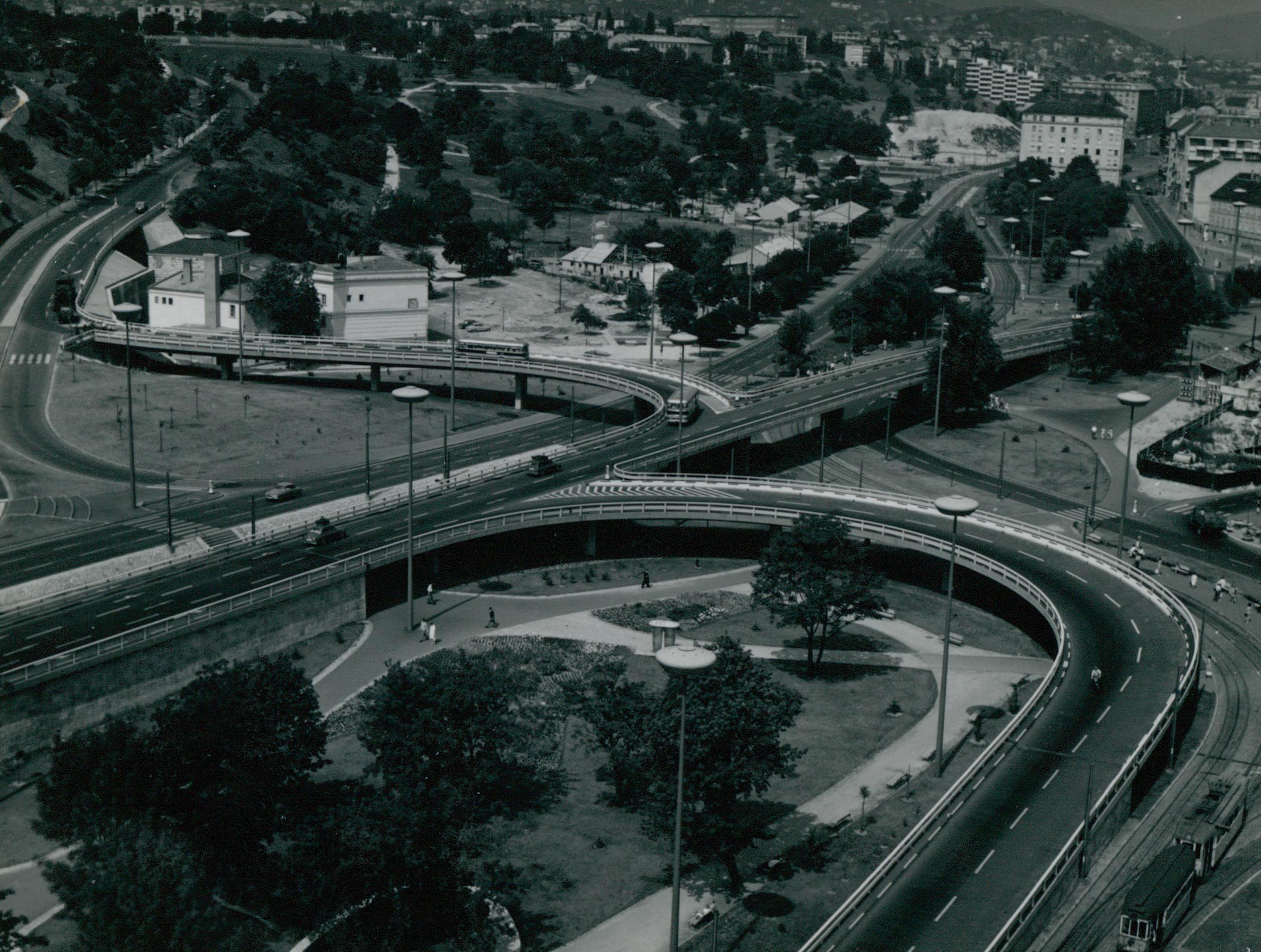 Az Erzsébet híd budai hídfőjénél lévő közlekedési csomópont