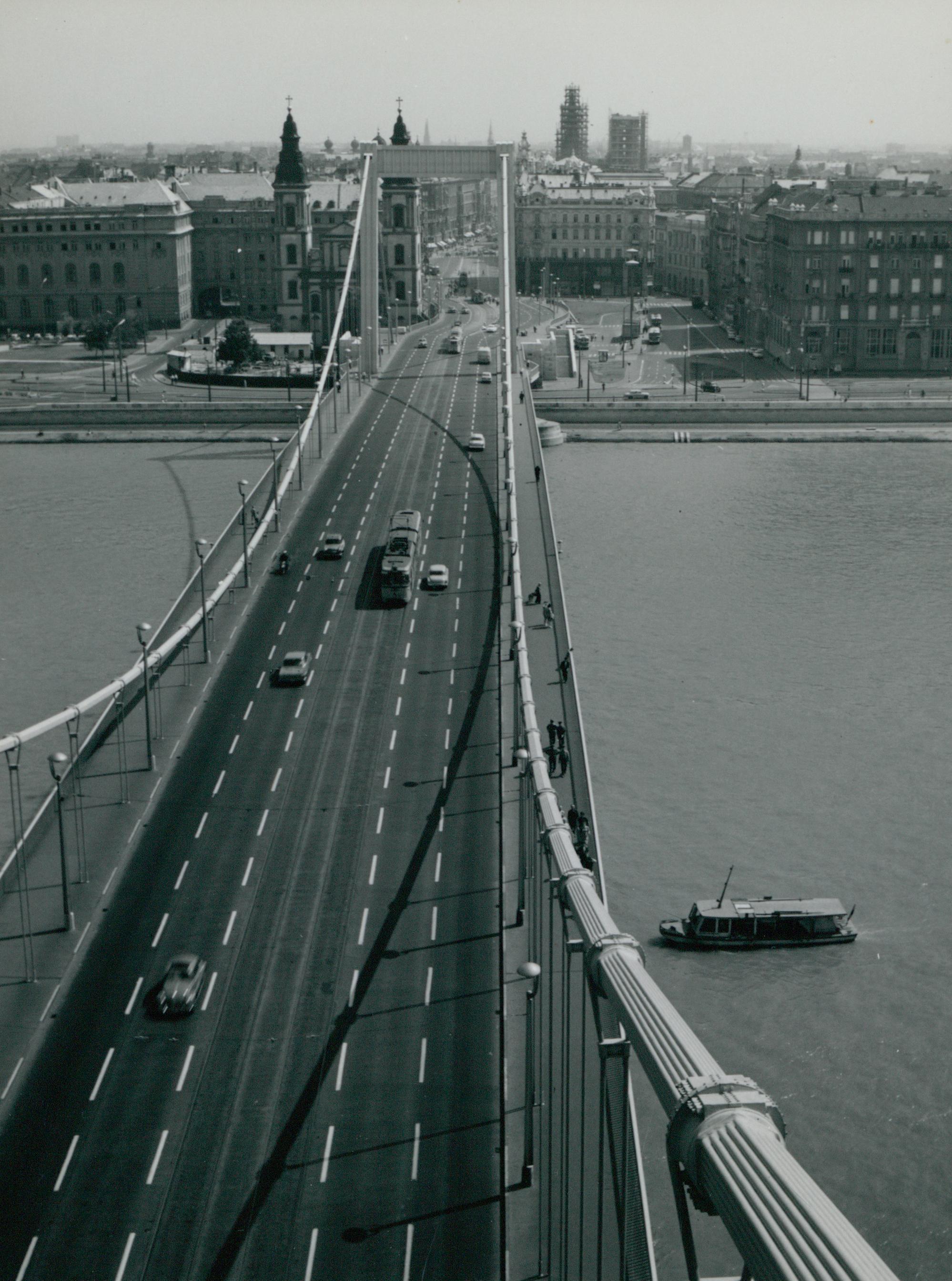 Pesti kilátás az Erzsébet hídról