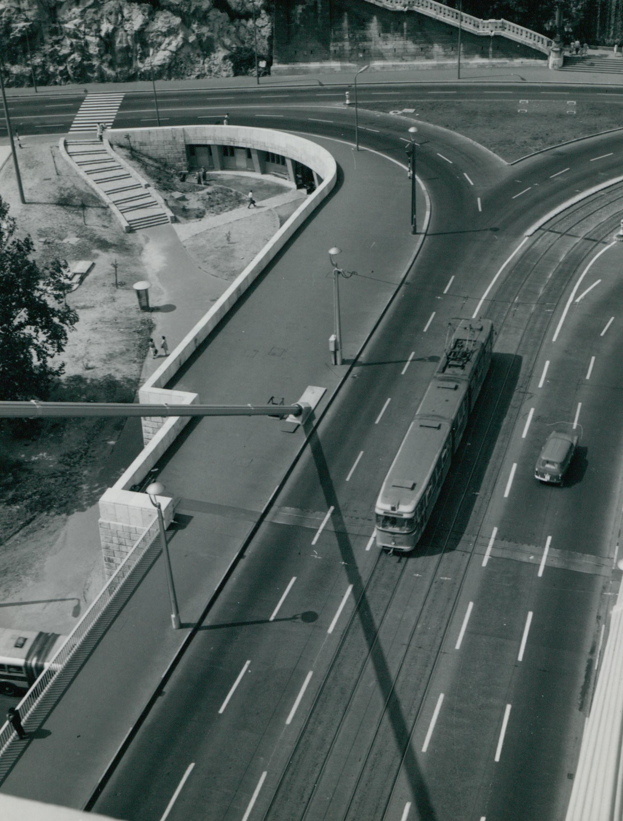 Az Erzsébet híd budai hídfőjének le- és felhajtója