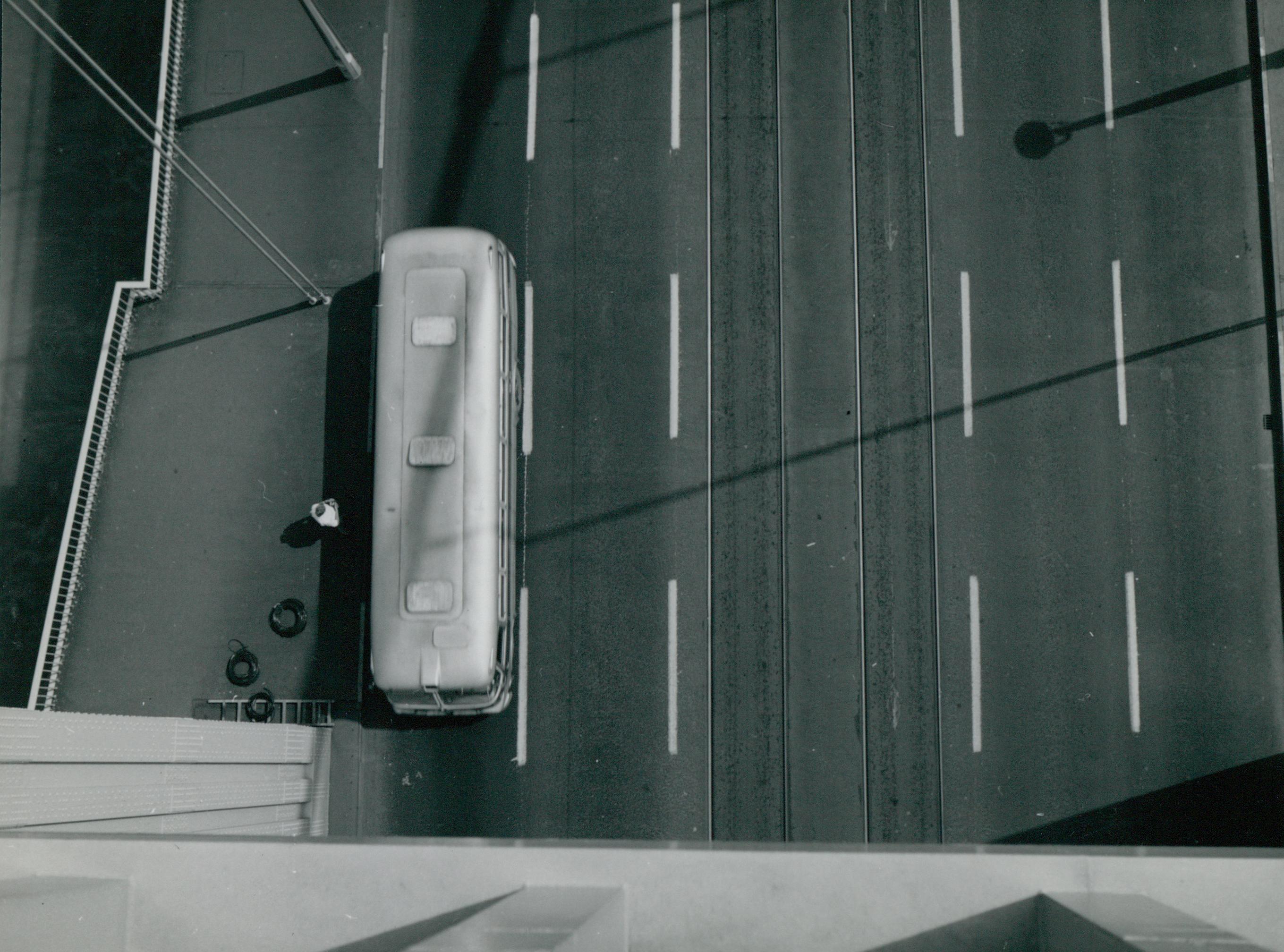 Busz várakozása az Erzsébet hídon