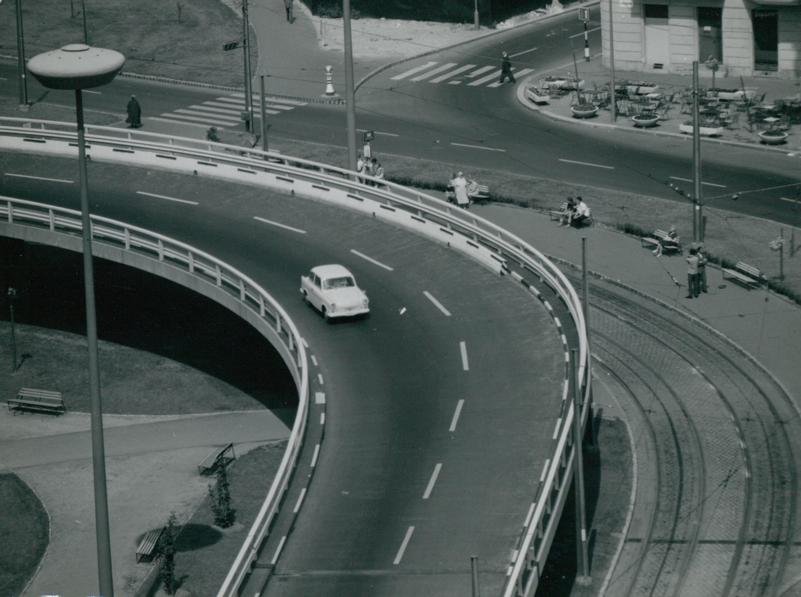 Lehajtósáv az Erzsébet híd budai hídfőjénél