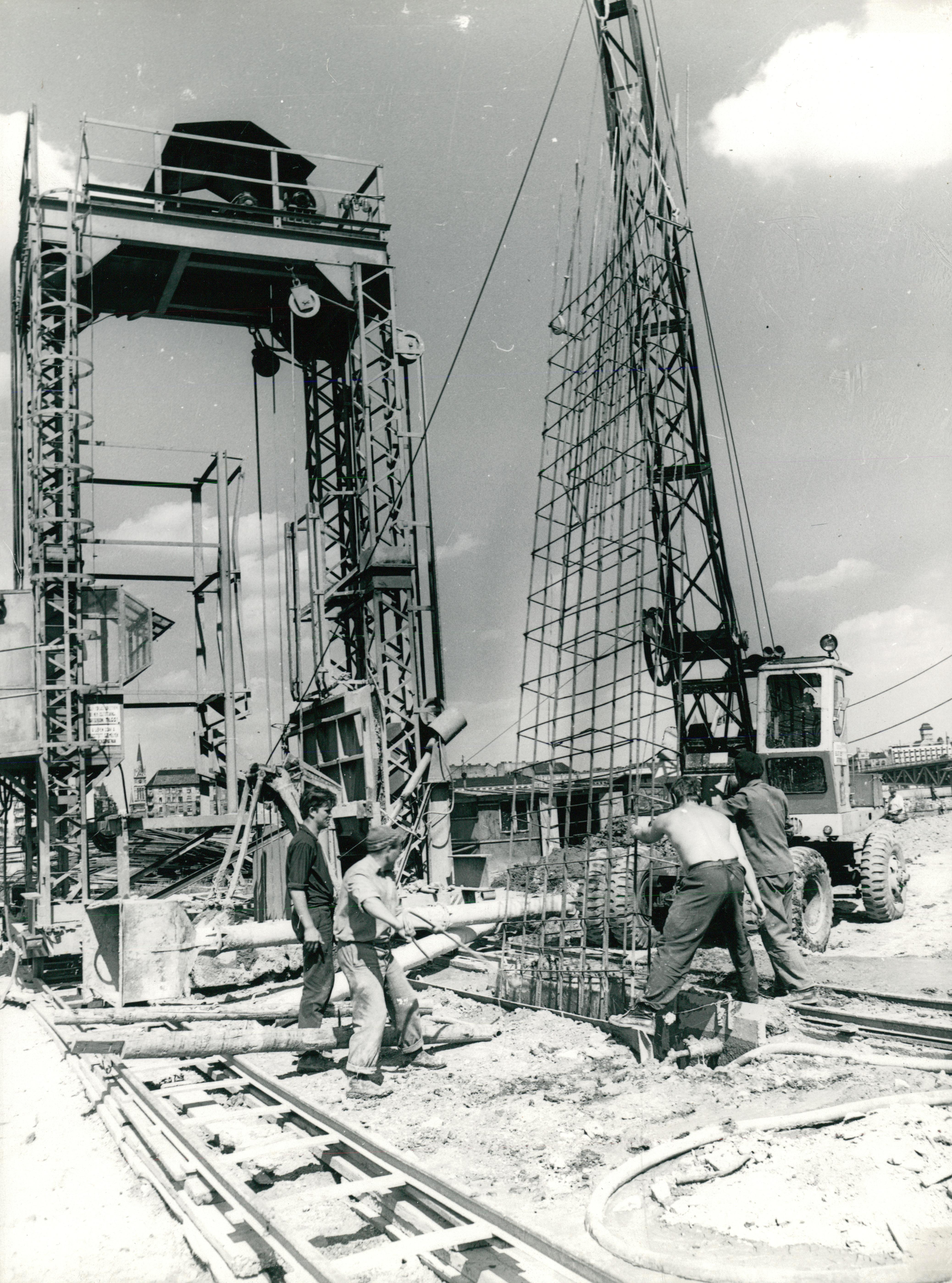 Résfal építése a Szent Gellért téren