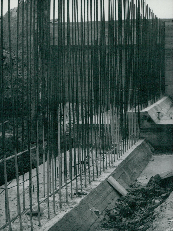 Zsaluzásra váró betonvasak a Petőfi híd újjáépítésénél