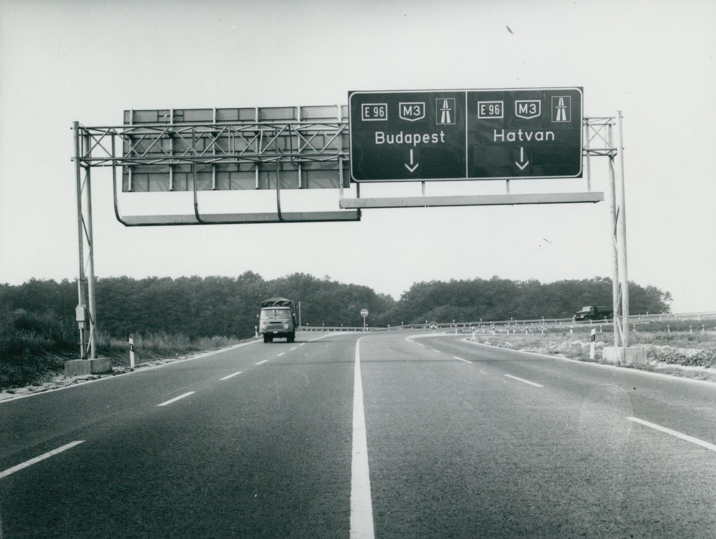 Az M3-as autópálya közúti jelzőtáblái