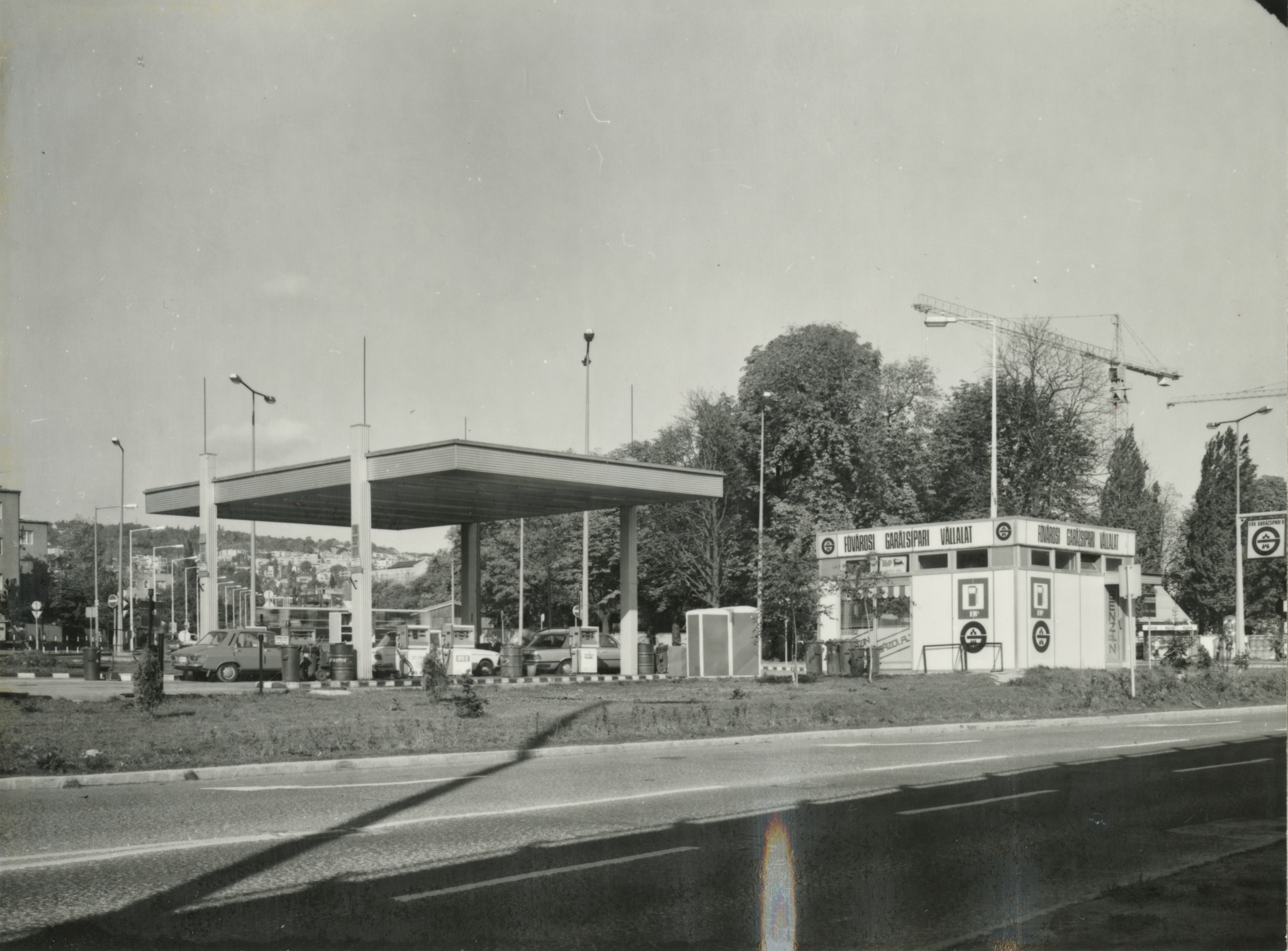 Benzinkút a BAH-csomópontnál