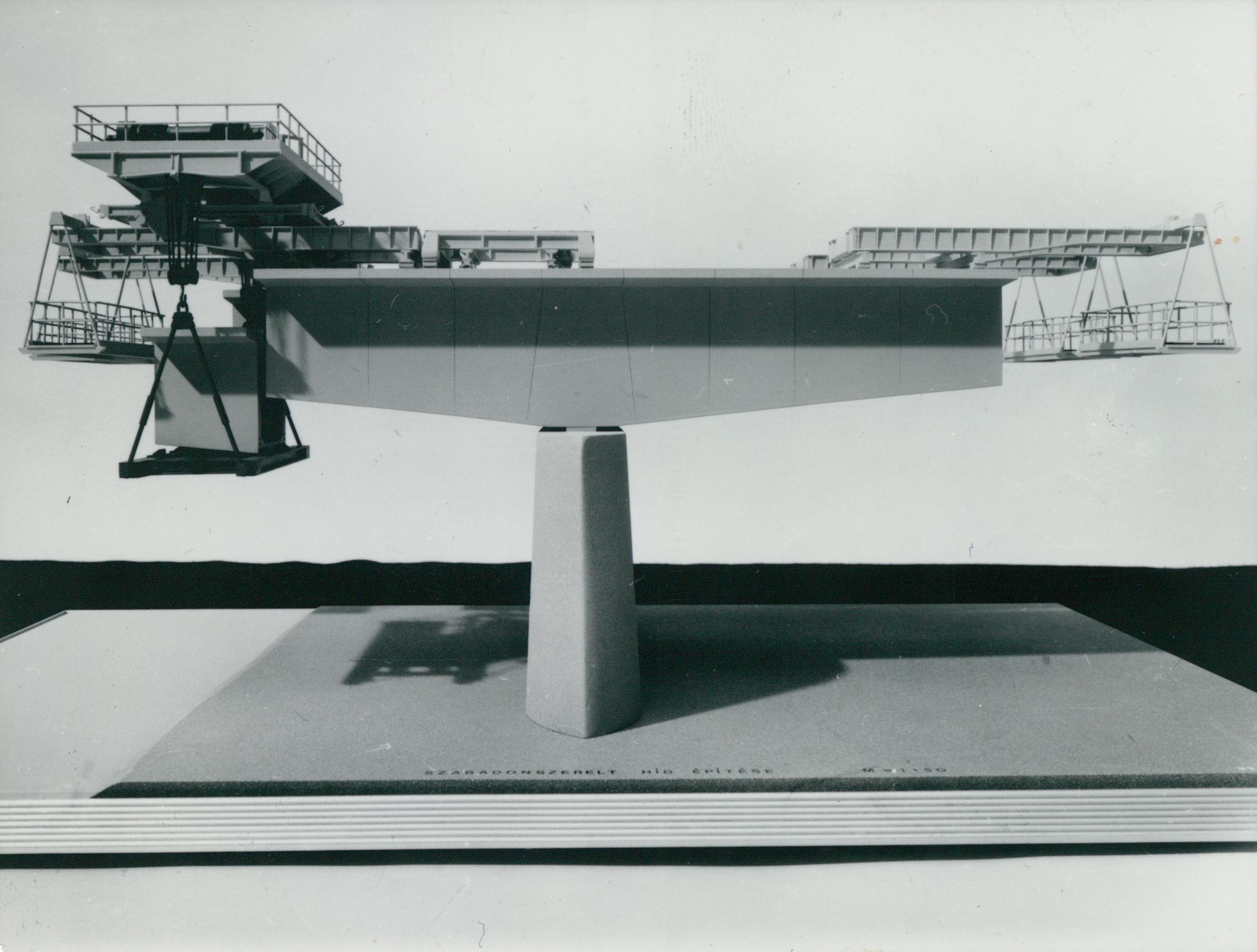 Szabadonszerelt híd építésének modellje