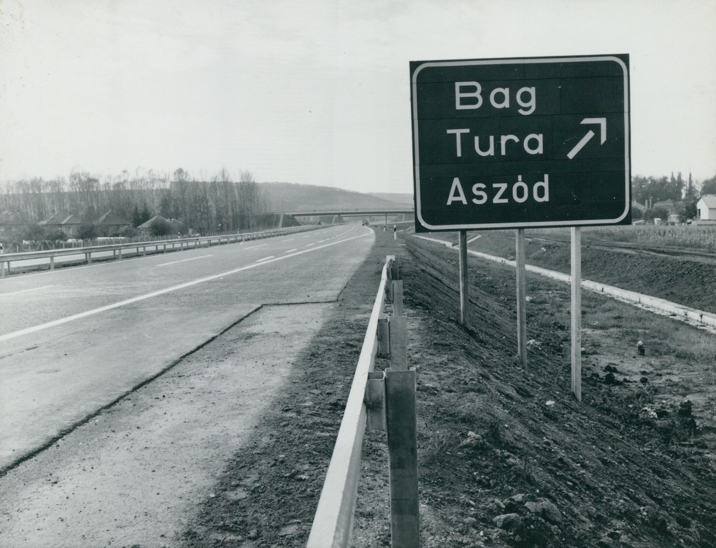 Az M3-as autópálya közúti jelzőtáblája