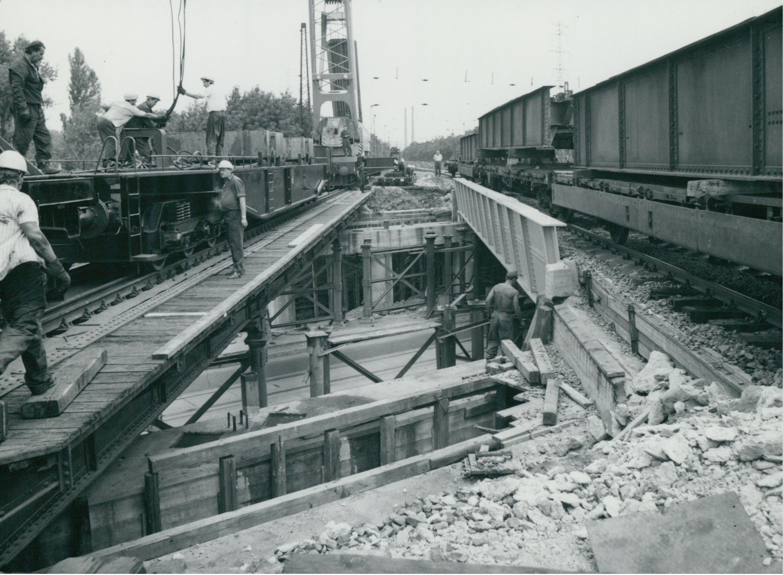 Az Üllői úti vasúti híd új szerkezeti elemének rögzítése
