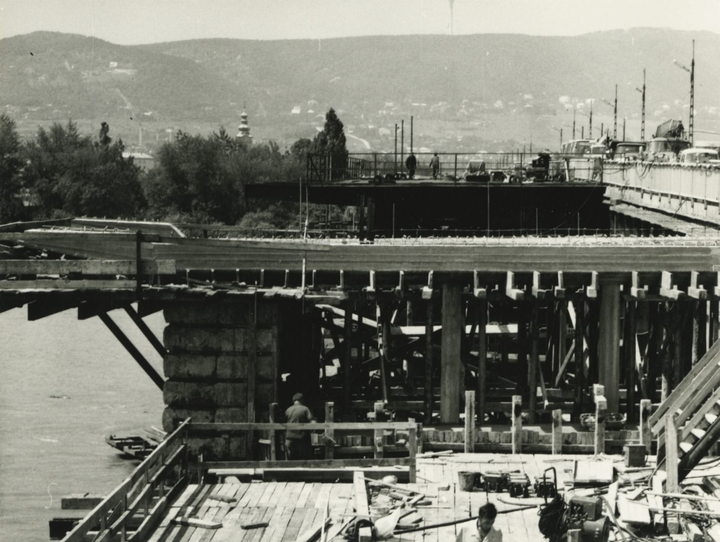 Árpád híd bővítése, a XII. jelű pillér és a XIII. jelű hídfő déli oldalának átépítése