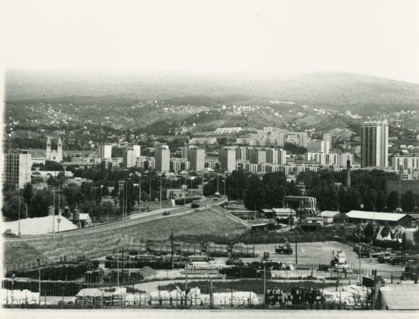Pécs látképe az elkészült 6-os főúttal