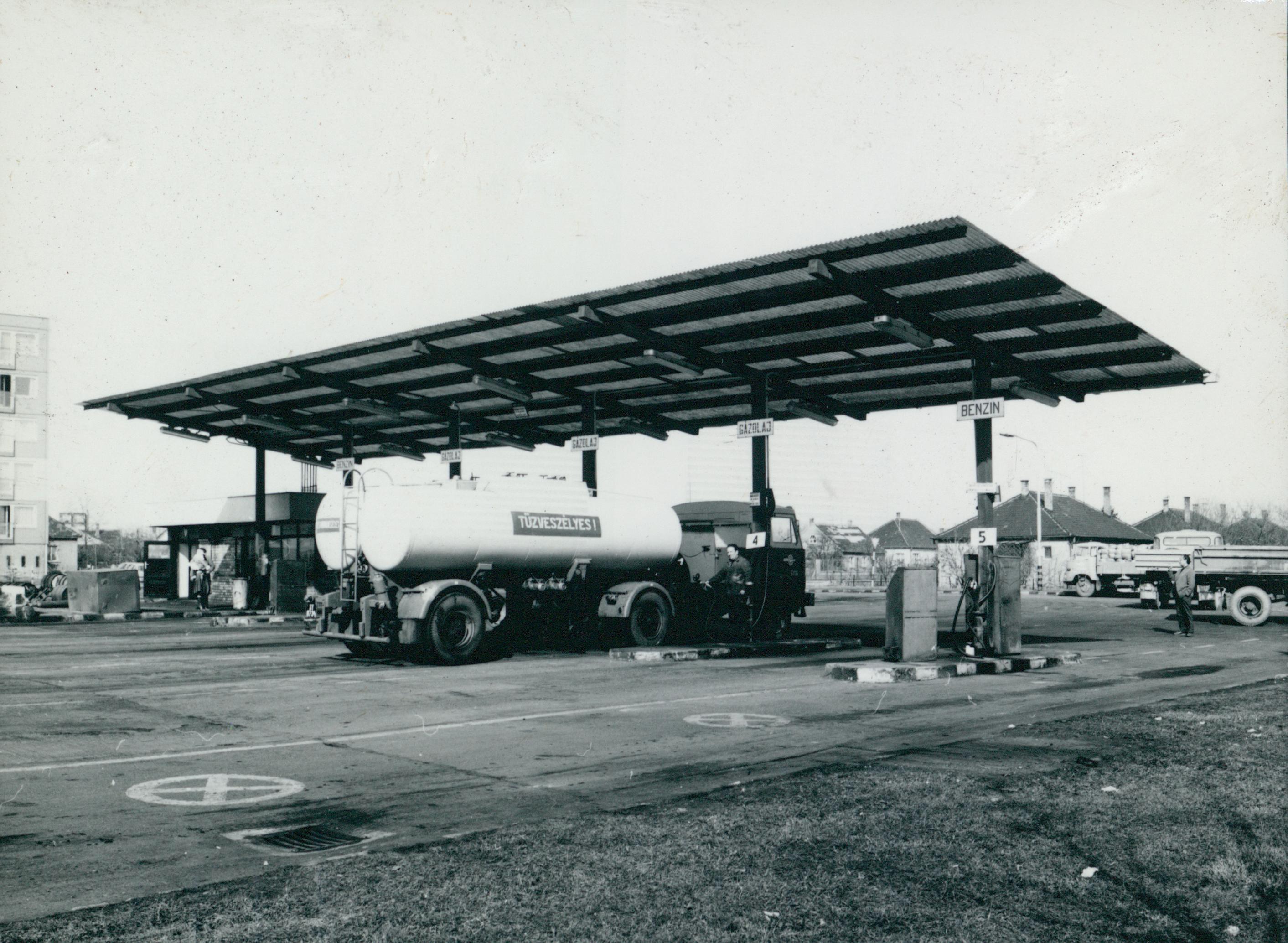 A győri VOLÁN telep benzinkútja