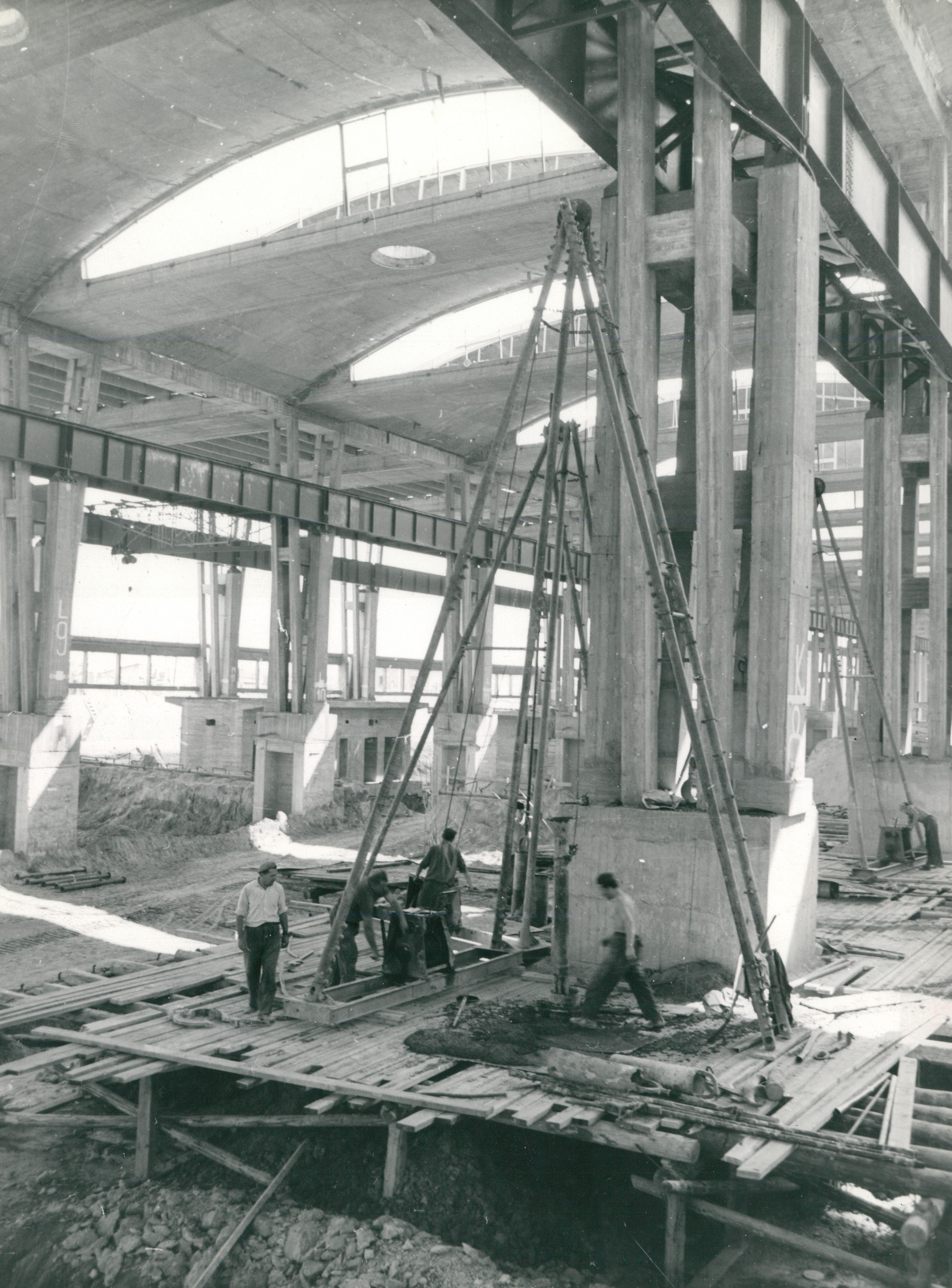 A KÖFÉM üzemi csarnokának építése