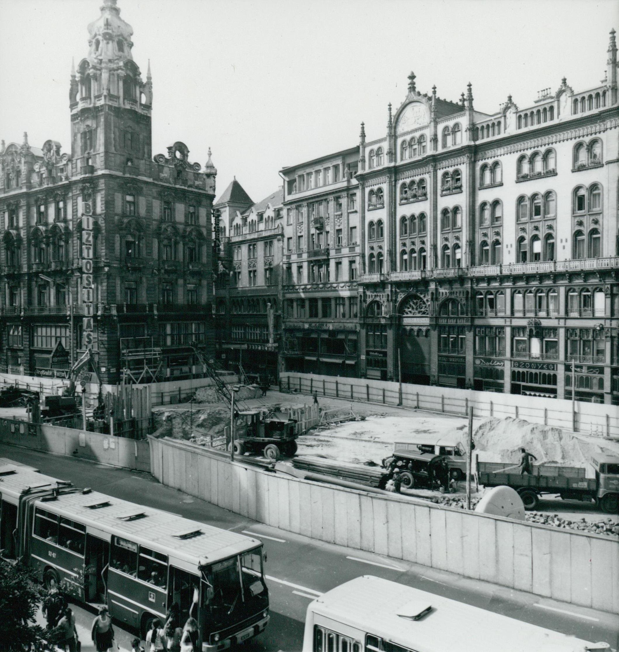 A Ferenciek téri metróállomás építése