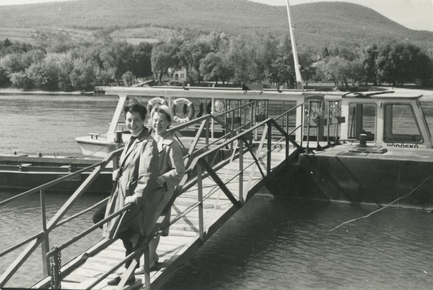 Leányfalu, kikötő