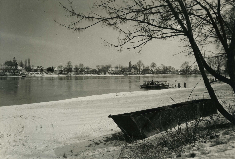 Leányfalui Duna-part télen, szemben a pócsmegyeri református templom