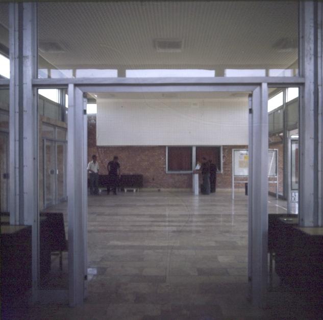 A paksi vasútállomás új felvételi épületének váróterme