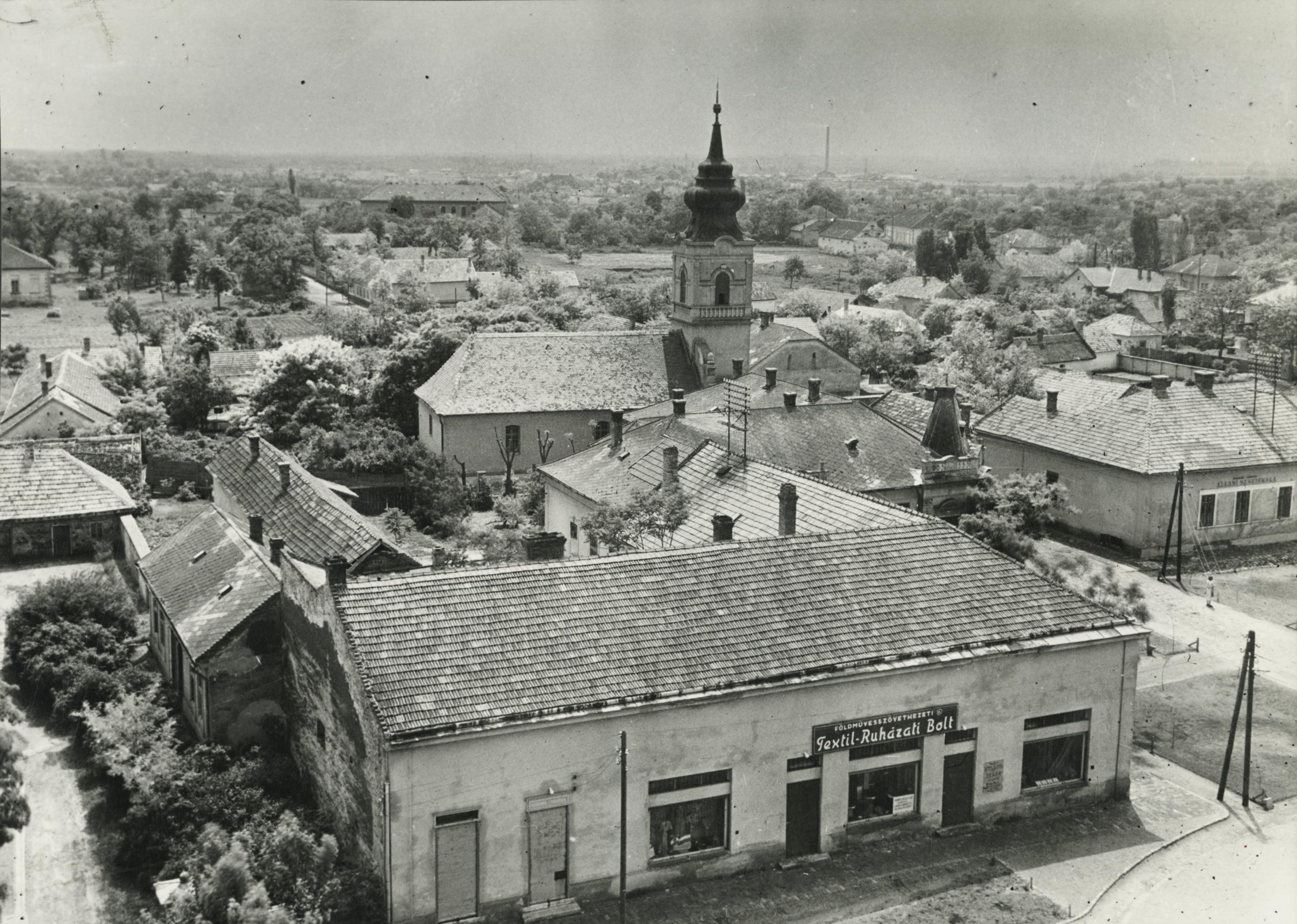 Rálátás az abonyi Református templomra