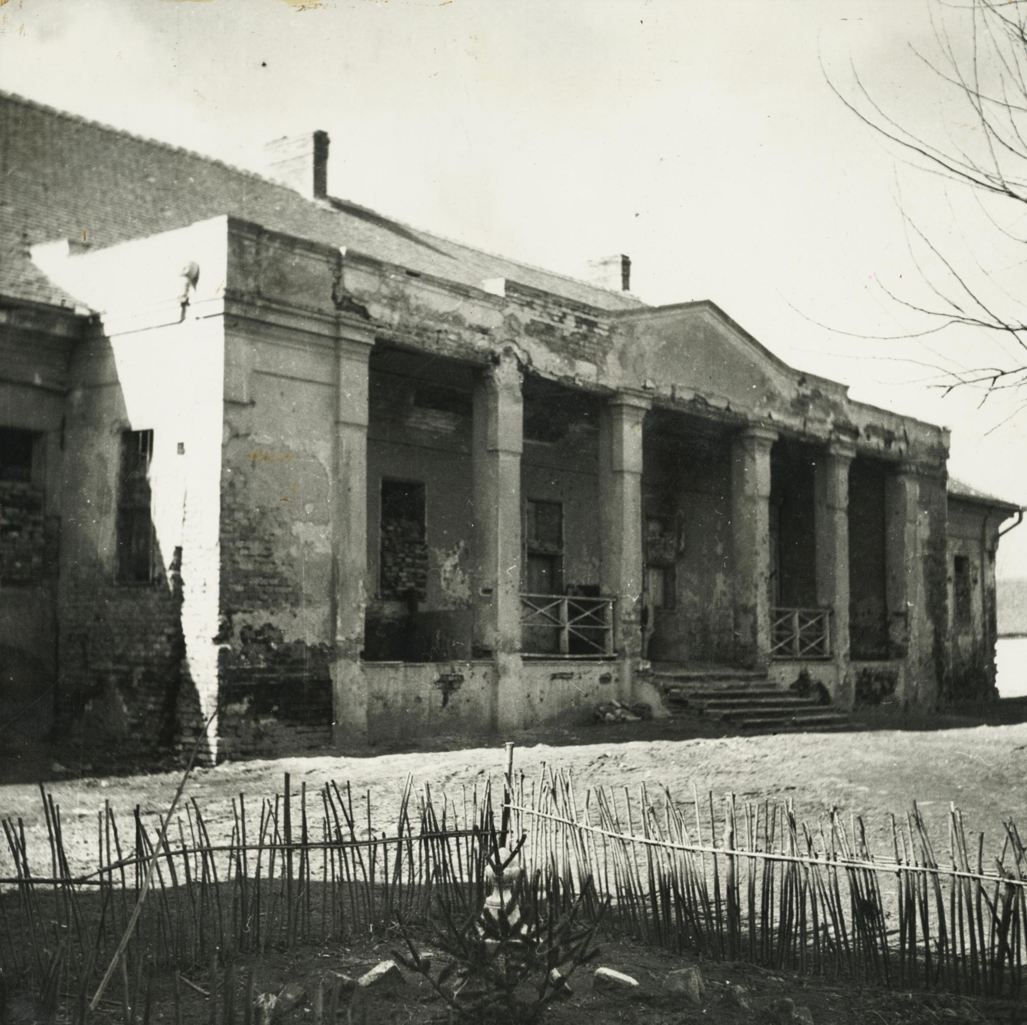 Az abonyi Szapáry kúria tornáca