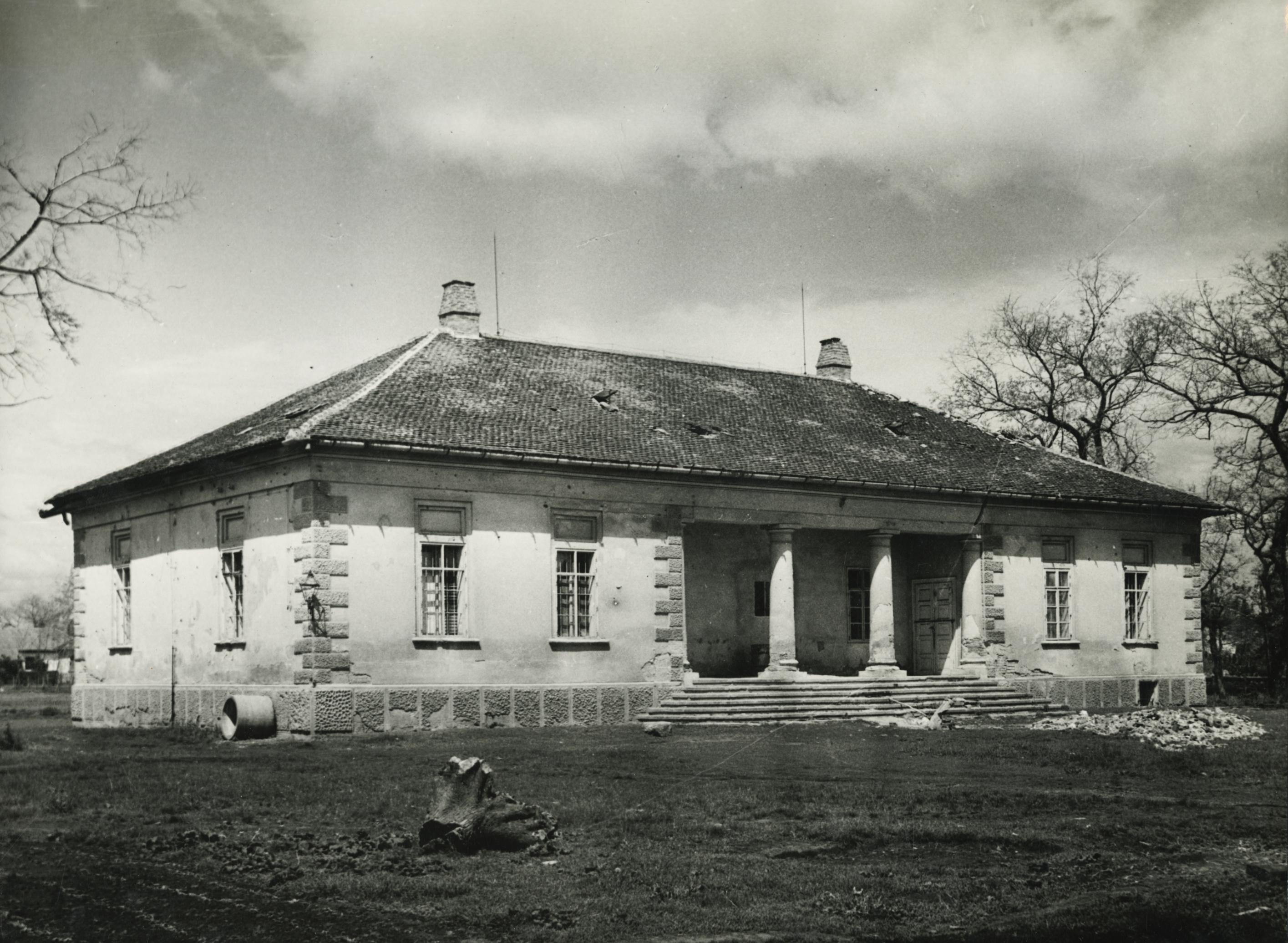 Az abonyi Sivó kúria mellékhomlokzata