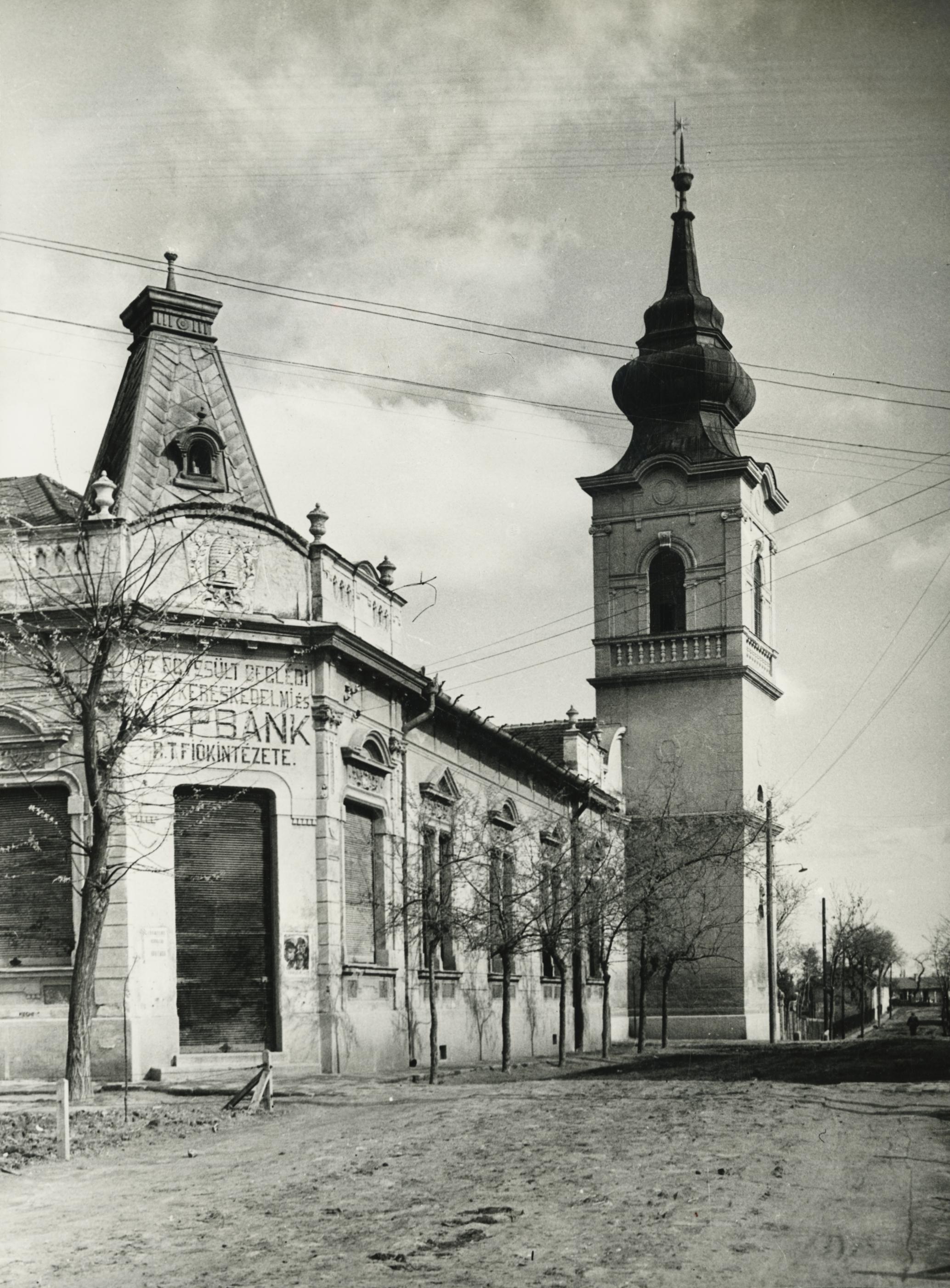 Az abonyi református templom a Kálvin utcában