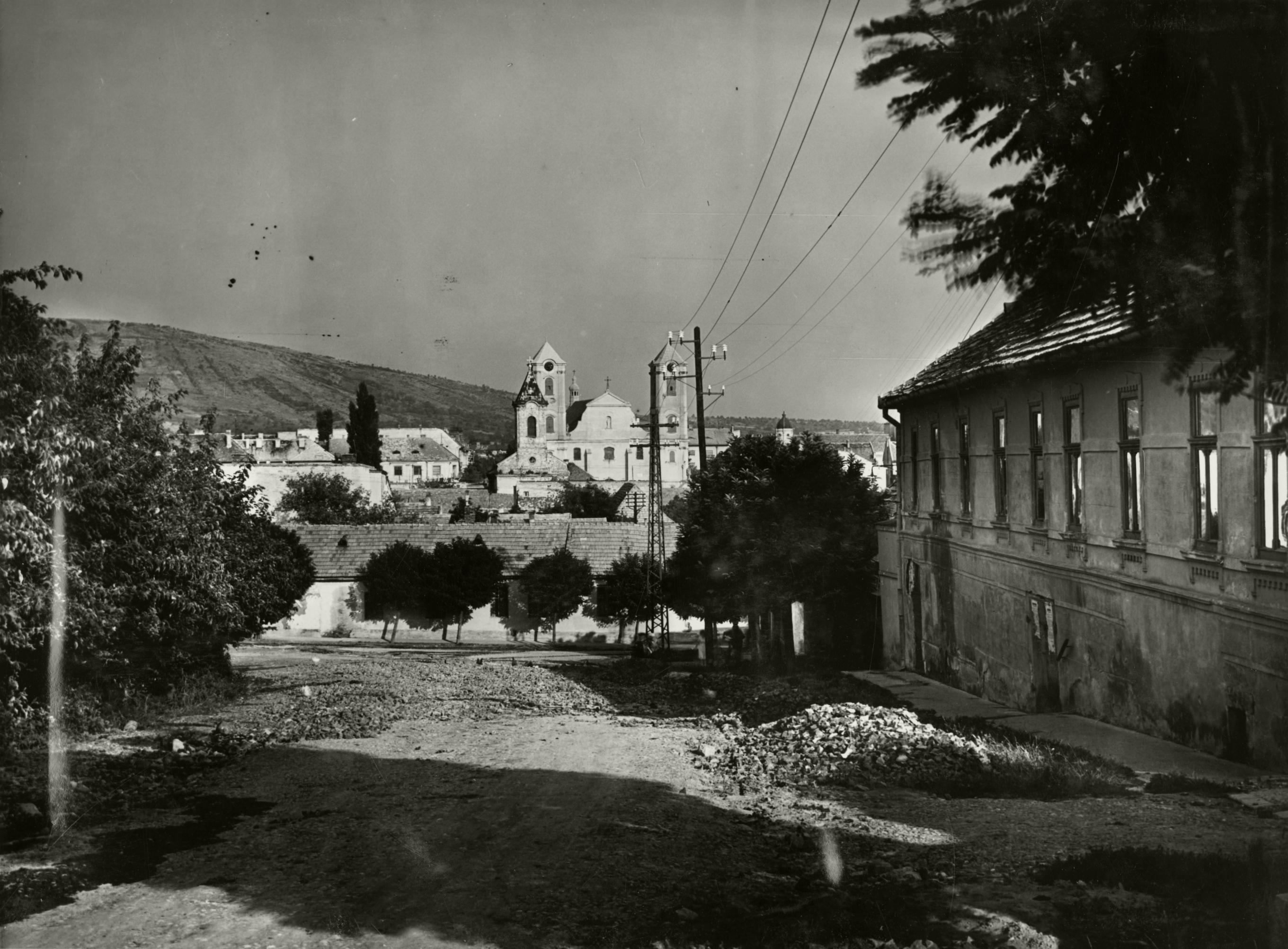 Gyöngyös, Damjanich utca, Kálváriától kilátás a Szent Orbán-templom felé