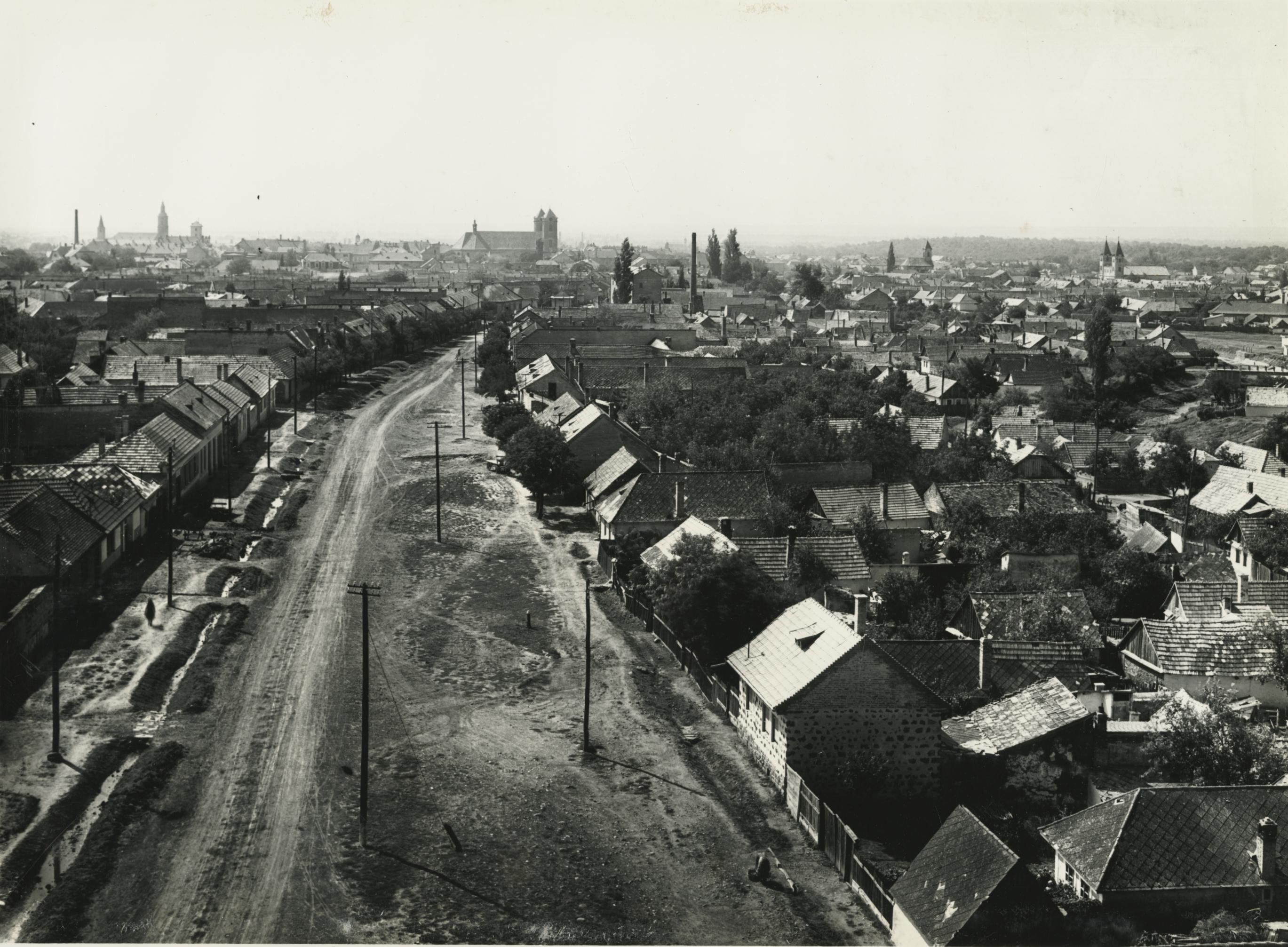 Gyöngyös, Petőfi Sándor utca látképe a víztoronyból