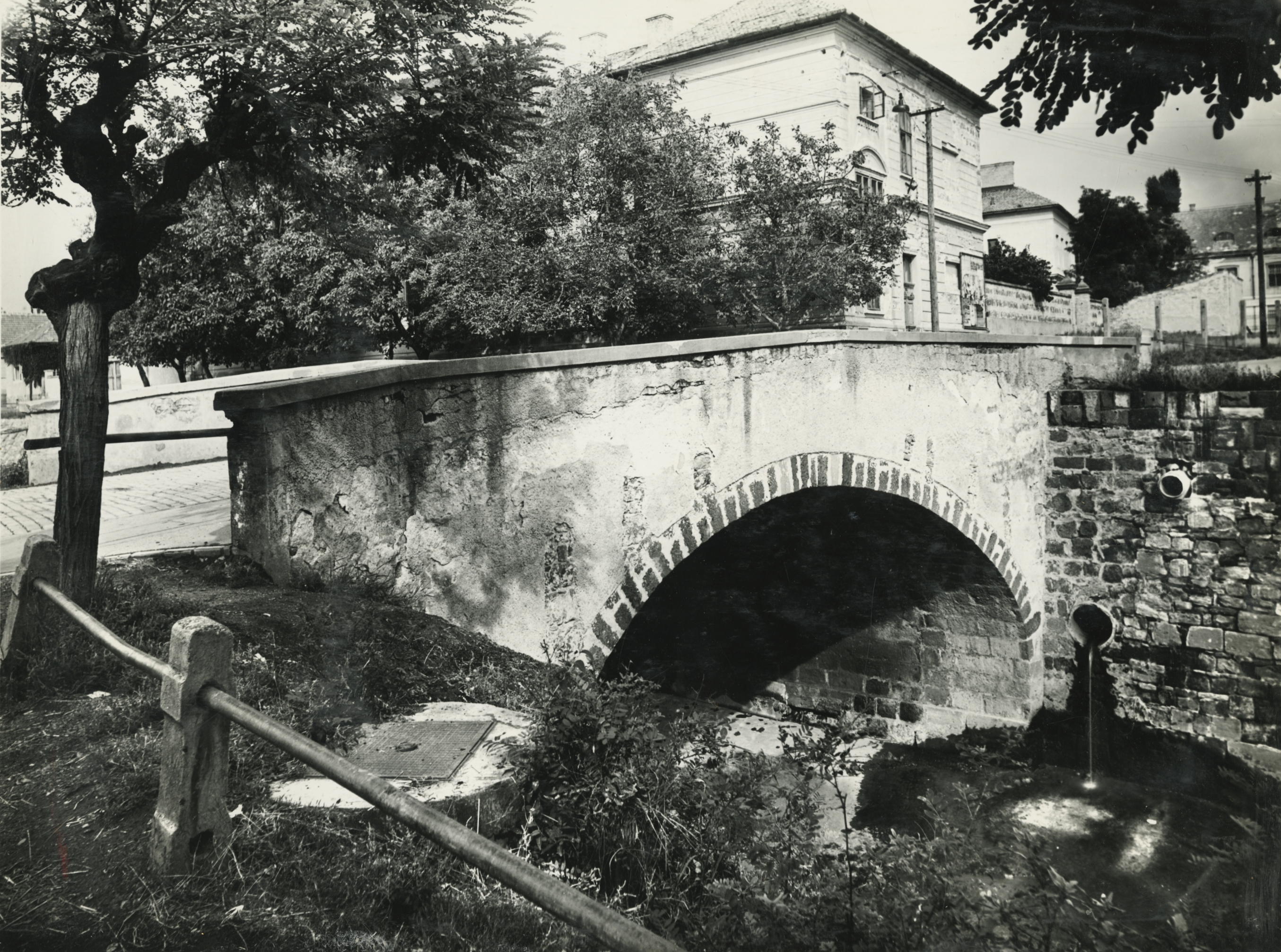 Gyöngyös, Szabadság tér és a Vachott Sándor utca közötti régi híd