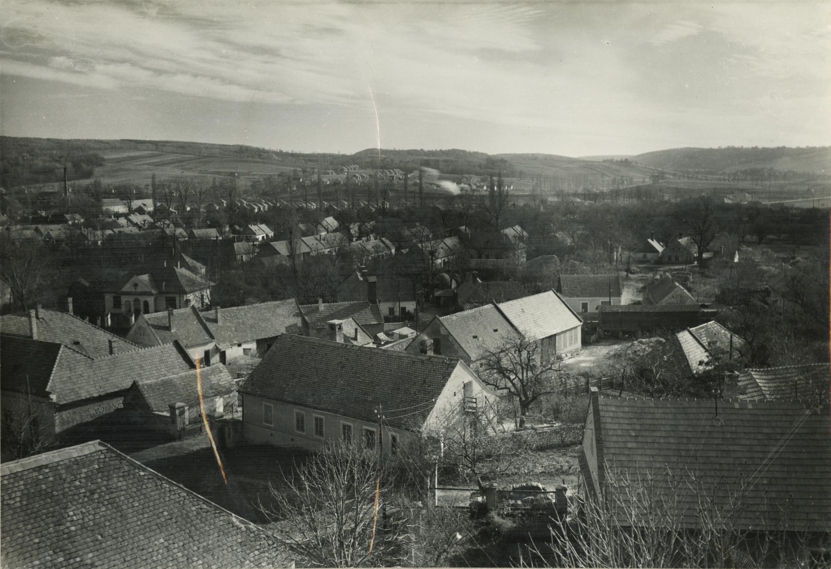 Ajka látképe az evangélikus templom tornyából háttérben az ONCSA lakóteleppel
