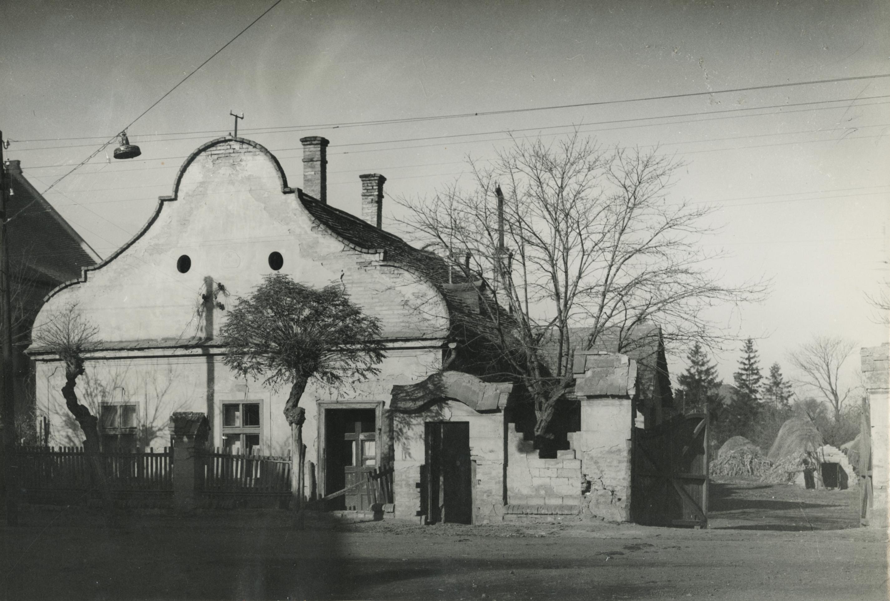 Egykori tiszti lakás Ajkán