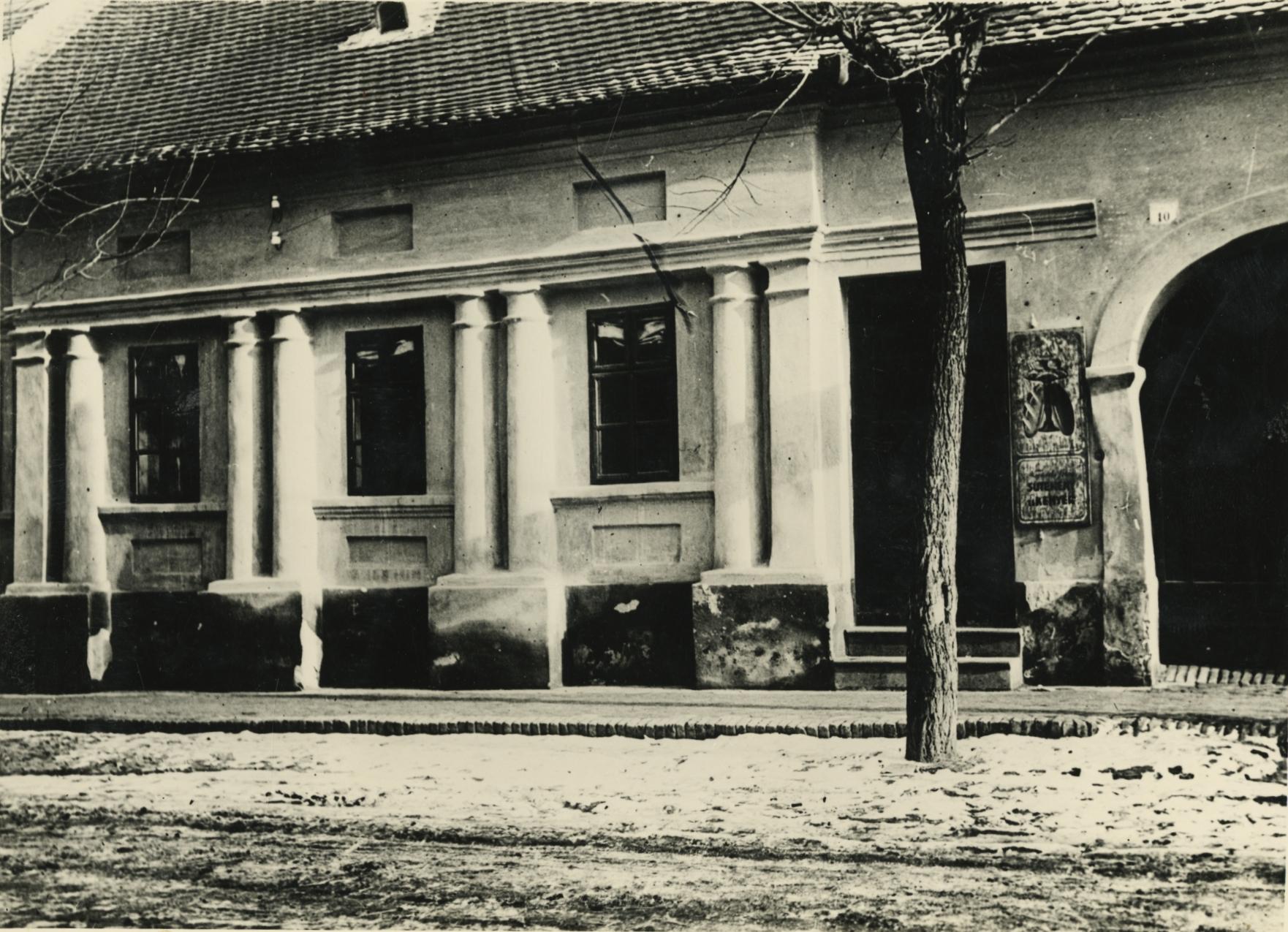A bajai Zsigmond utca és Türr István utca sarkán álló lakóház