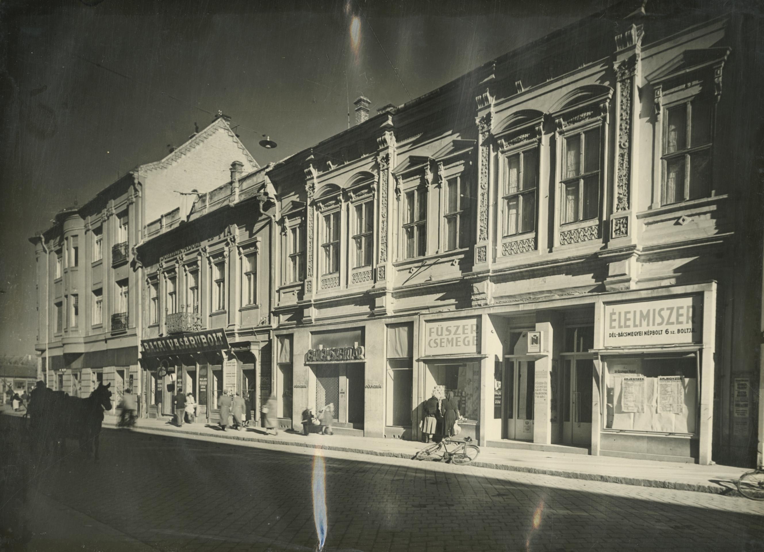 A bajai Eötvös utca 3-5. szám alatti eklektikus épület