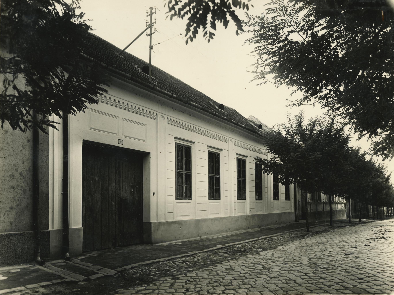 A bajai Táncsics utca 7. szám alatti lakóépület