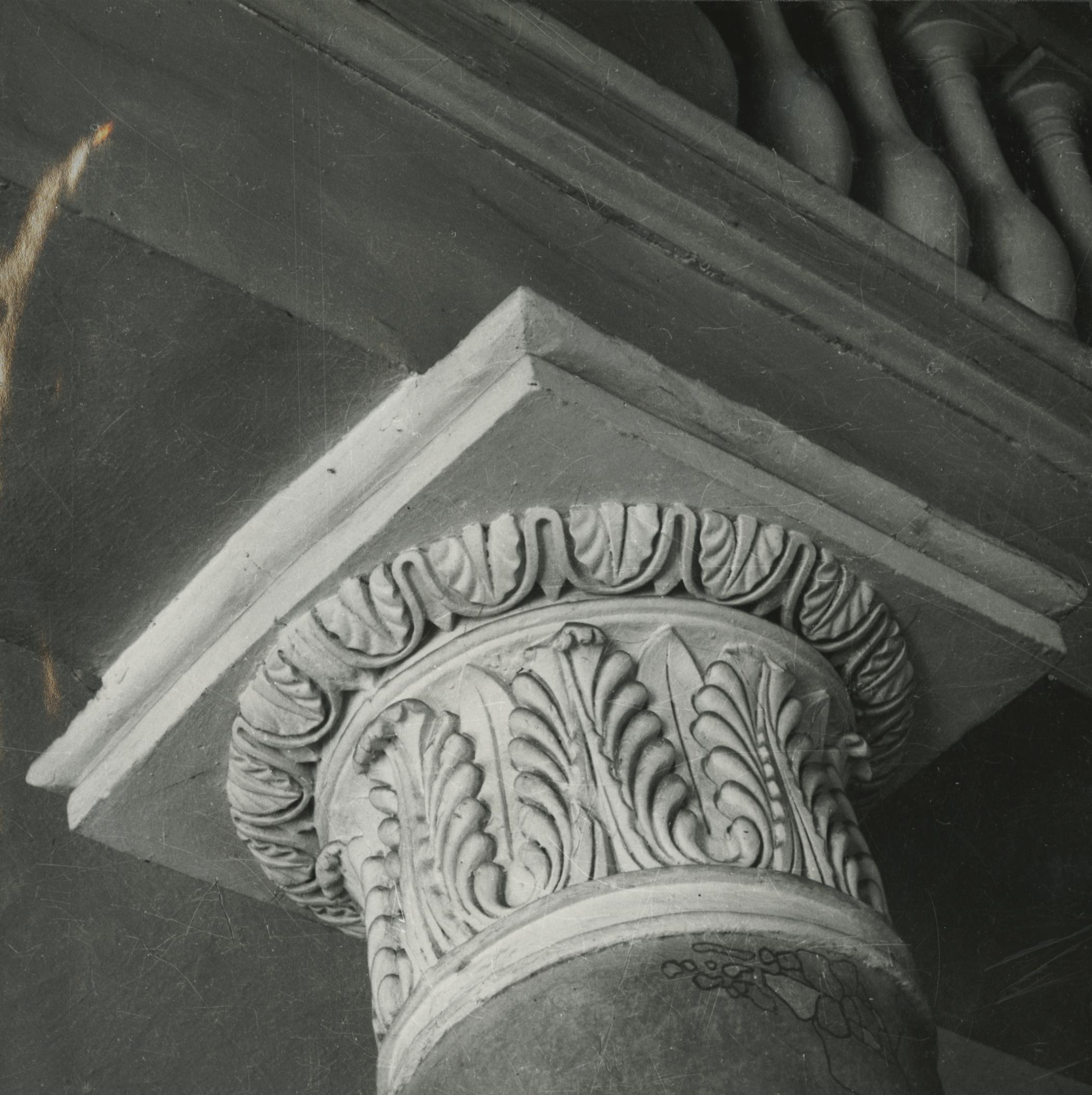 A balassagyarmati egykori megyeháza dísztermének egyik oszlopfejezete