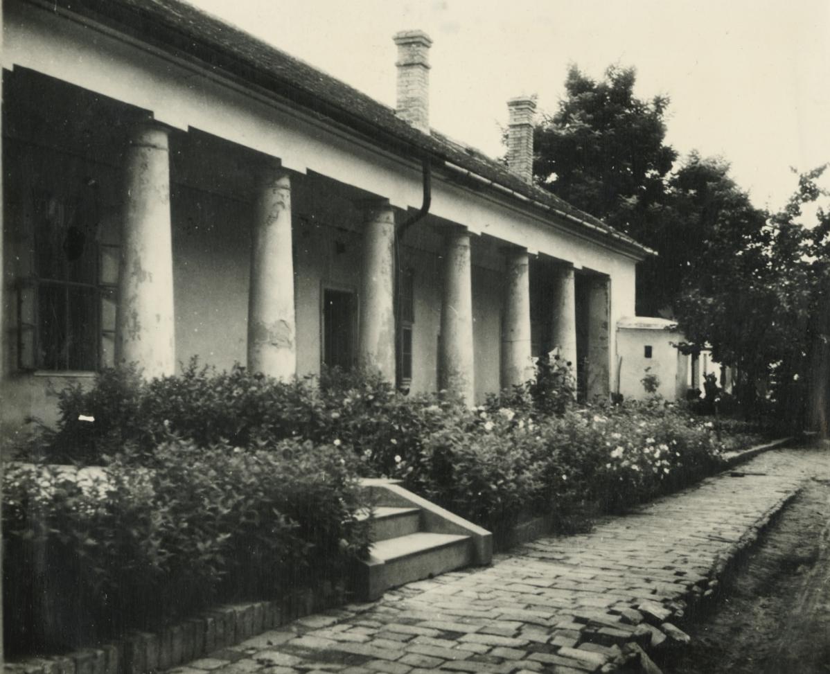 Nagykőrös, Losonczi utca 30. számú lakóház tornáca