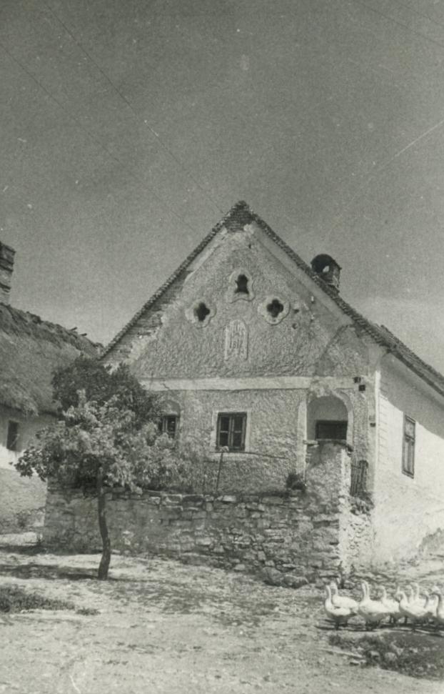 A hidegkúti Fő utca 6. szám alatti 1812-ben épült lakóház