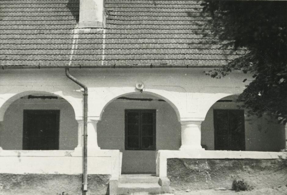 A balatonhenyei Kossuth utca 45. szám alatti lakóház
